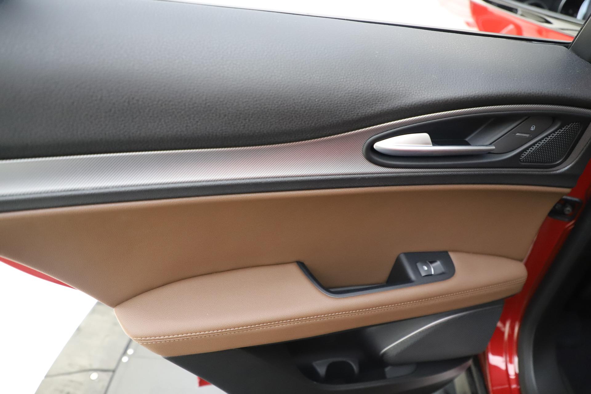New 2019 Alfa Romeo Stelvio Ti Sport Q4 For Sale In Greenwich, CT. Alfa Romeo of Greenwich, LW266 2744_p21