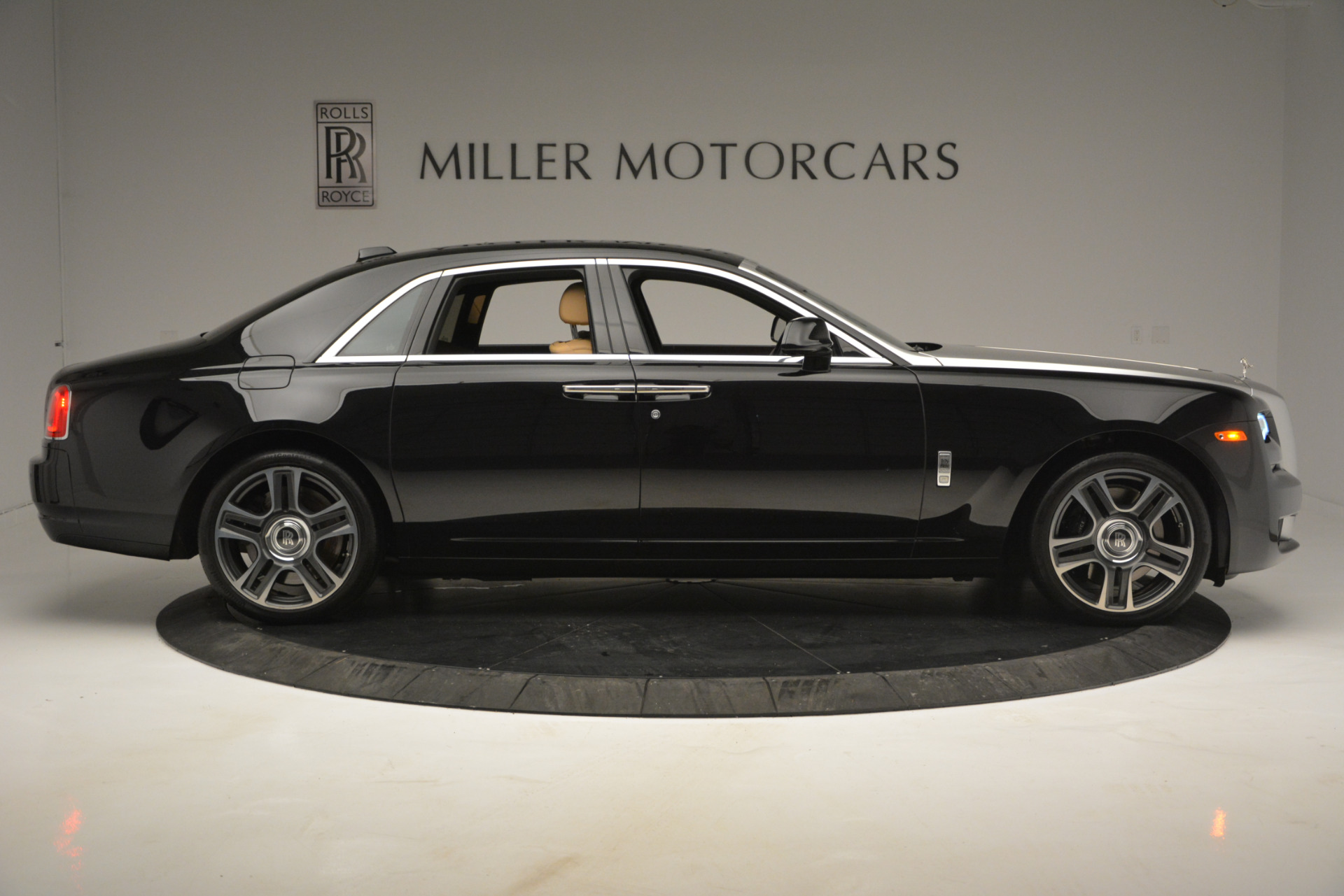 Used 2018 Rolls-Royce Ghost  For Sale In Greenwich, CT. Alfa Romeo of Greenwich, R481A 2770_p9