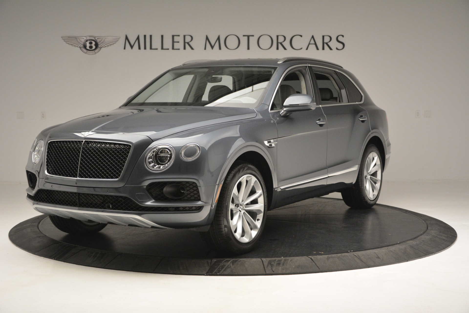 Used 2019 Bentley Bentayga V8 For Sale In Greenwich, CT. Alfa Romeo of Greenwich, B1375 2828_main