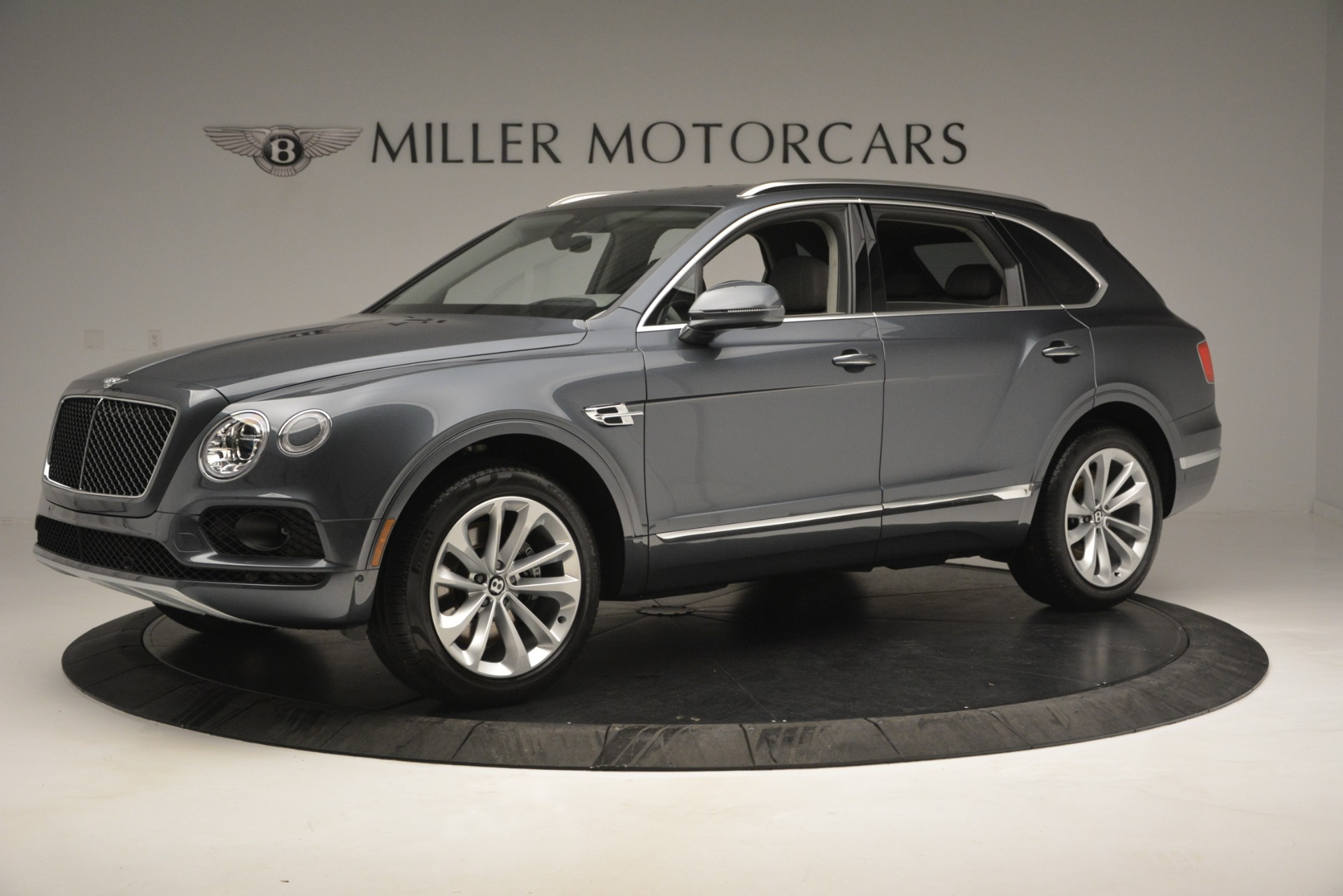 Used 2019 Bentley Bentayga V8 For Sale In Greenwich, CT. Alfa Romeo of Greenwich, B1375 2828_p2