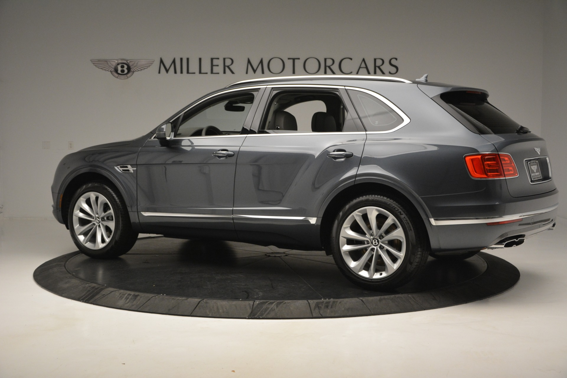 Used 2019 Bentley Bentayga V8 For Sale In Greenwich, CT. Alfa Romeo of Greenwich, B1375 2828_p4
