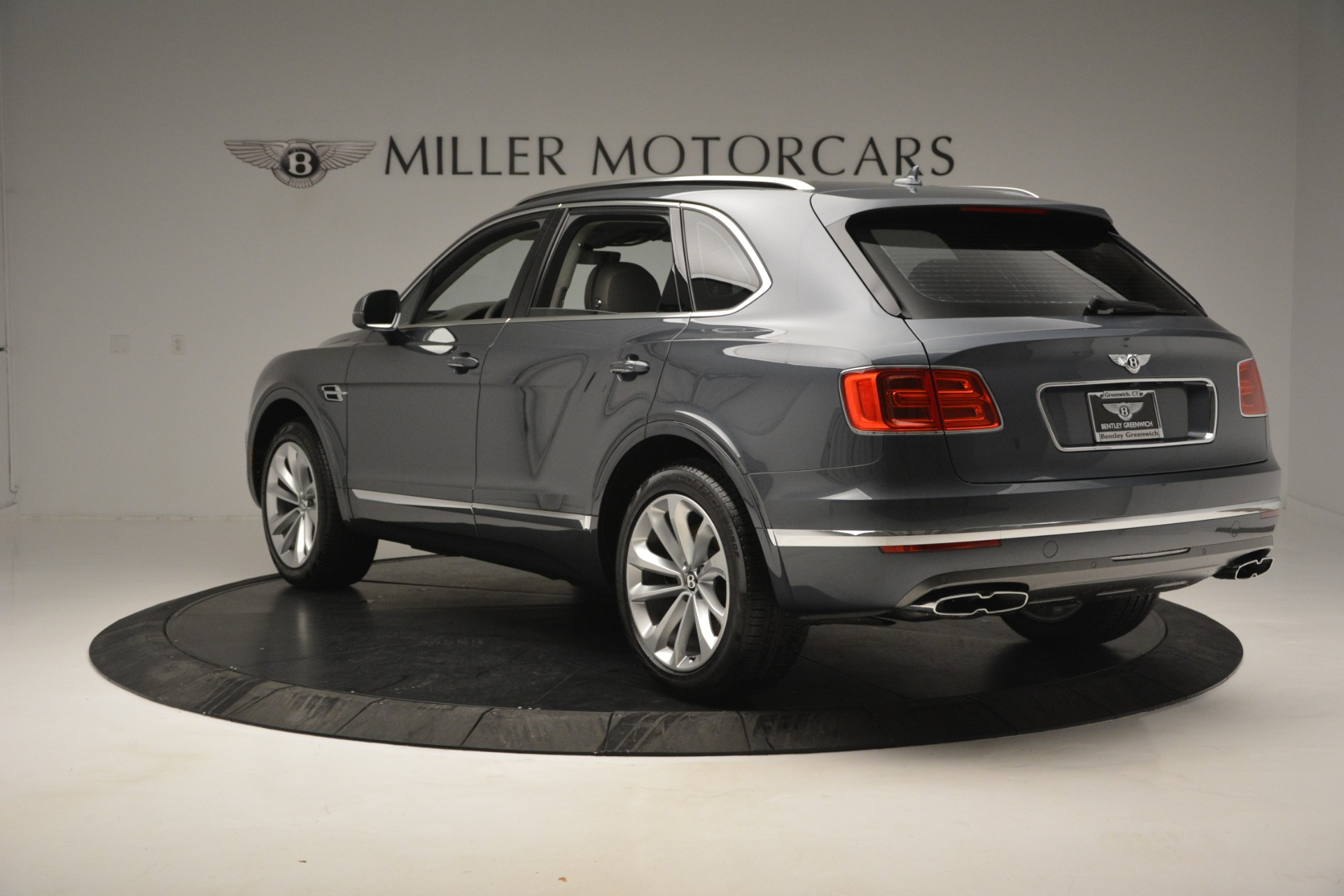 Used 2019 Bentley Bentayga V8 For Sale In Greenwich, CT. Alfa Romeo of Greenwich, B1375 2828_p5