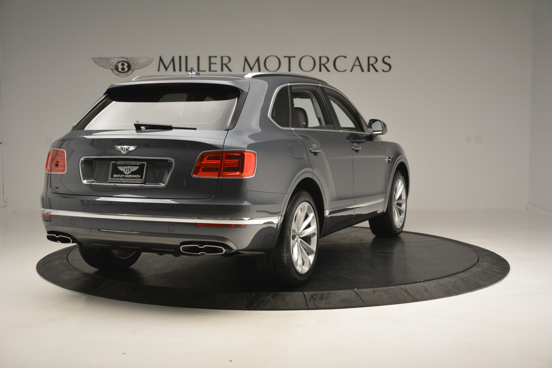 Used 2019 Bentley Bentayga V8 For Sale In Greenwich, CT. Alfa Romeo of Greenwich, B1375 2828_p7