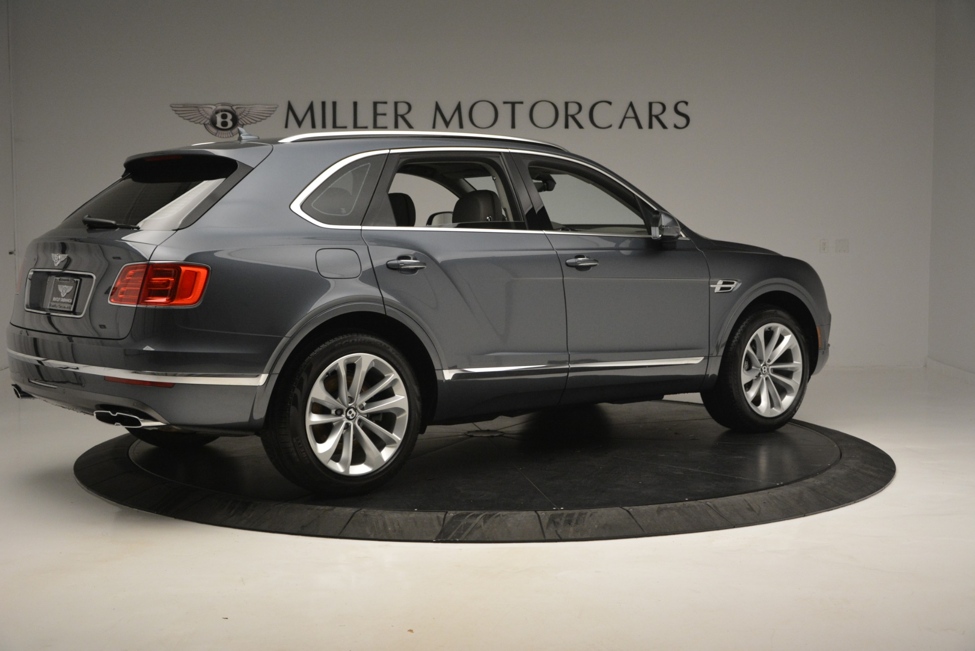 Used 2019 Bentley Bentayga V8 For Sale In Greenwich, CT. Alfa Romeo of Greenwich, B1375 2828_p8
