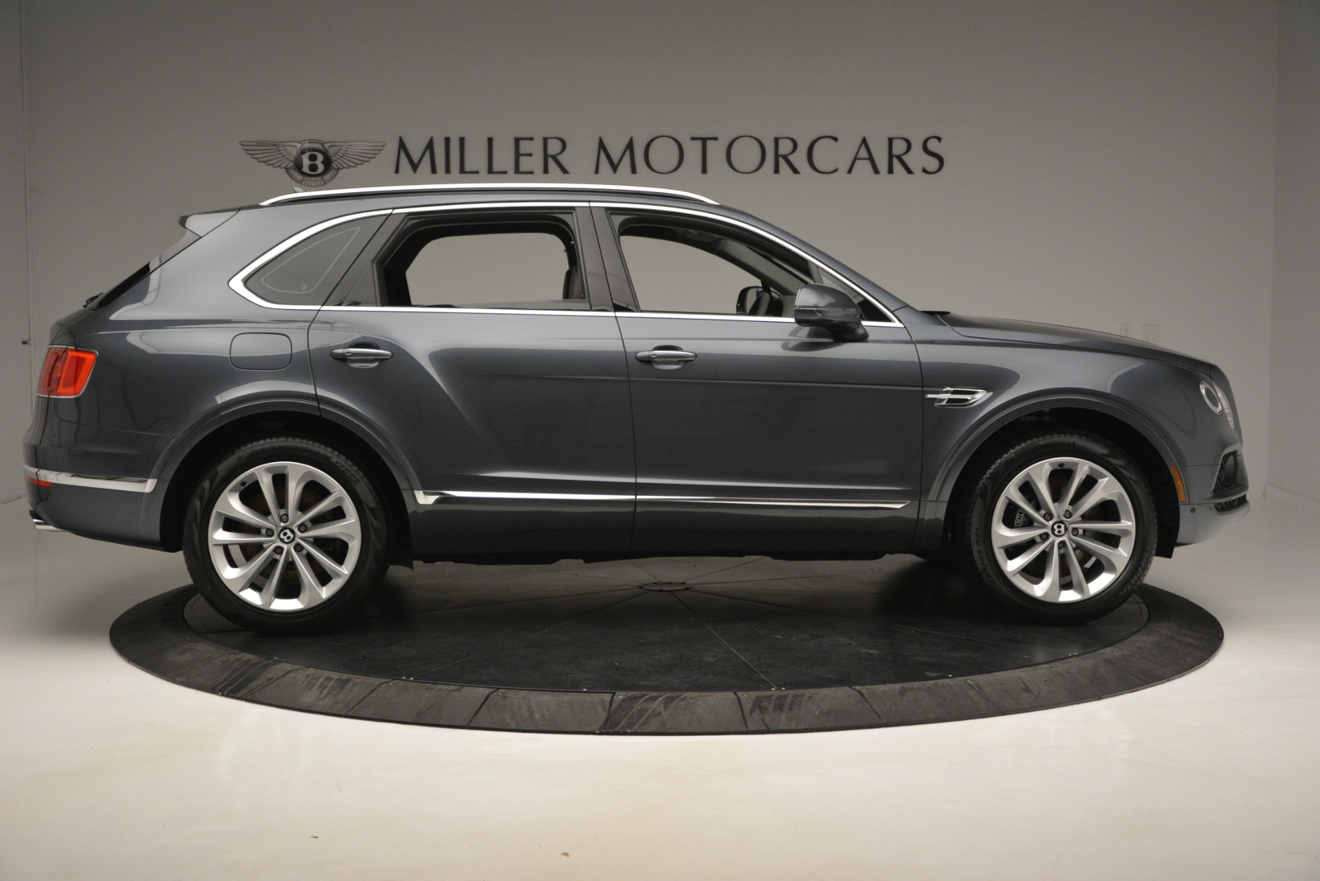 Used 2019 Bentley Bentayga V8 For Sale In Greenwich, CT. Alfa Romeo of Greenwich, B1375 2828_p9