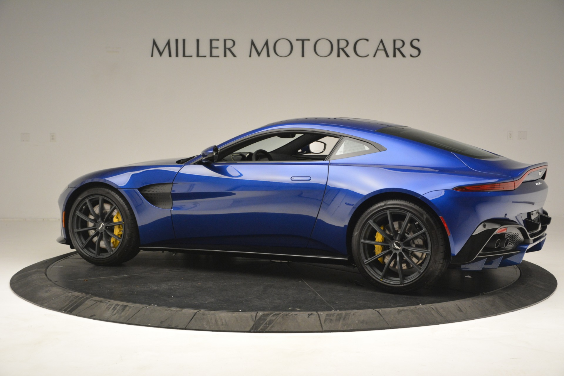 New 2019 Aston Martin Vantage  For Sale In Greenwich, CT. Alfa Romeo of Greenwich, A1340 2831_p4