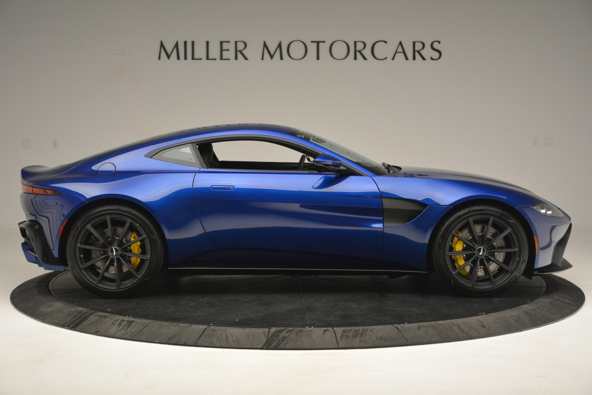 New 2019 Aston Martin Vantage  For Sale In Greenwich, CT. Alfa Romeo of Greenwich, A1340 2831_p9