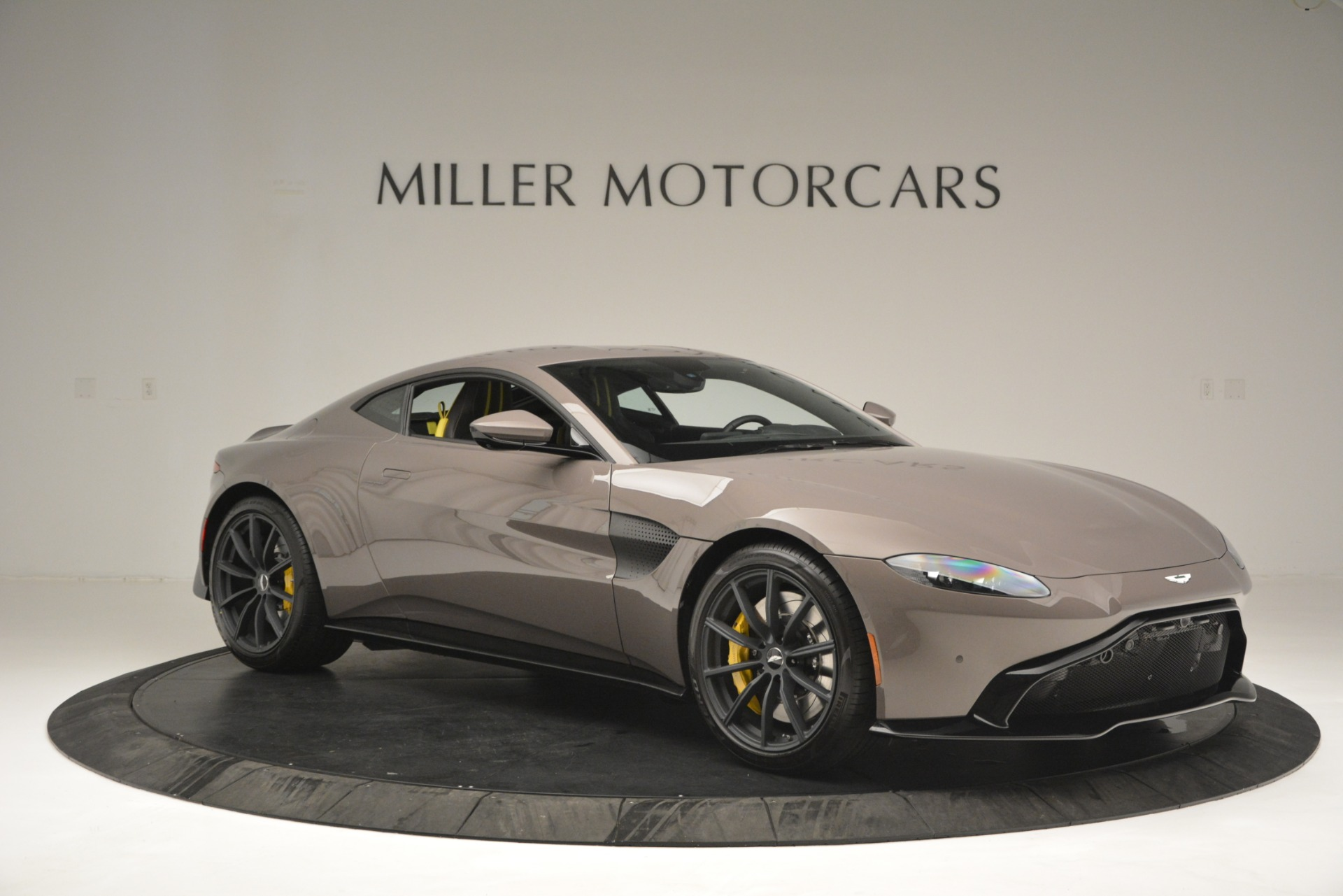 New 2019 Aston Martin Vantage Coupe For Sale $198696 In Greenwich, CT 2901_p10