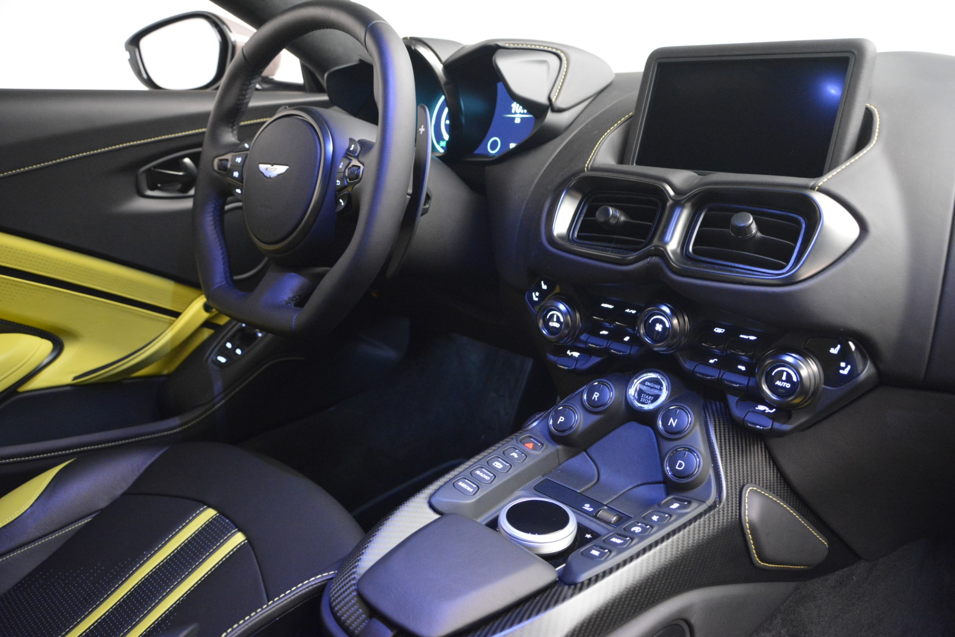 New 2019 Aston Martin Vantage Coupe For Sale $198696 In Greenwich, CT 2901_p18