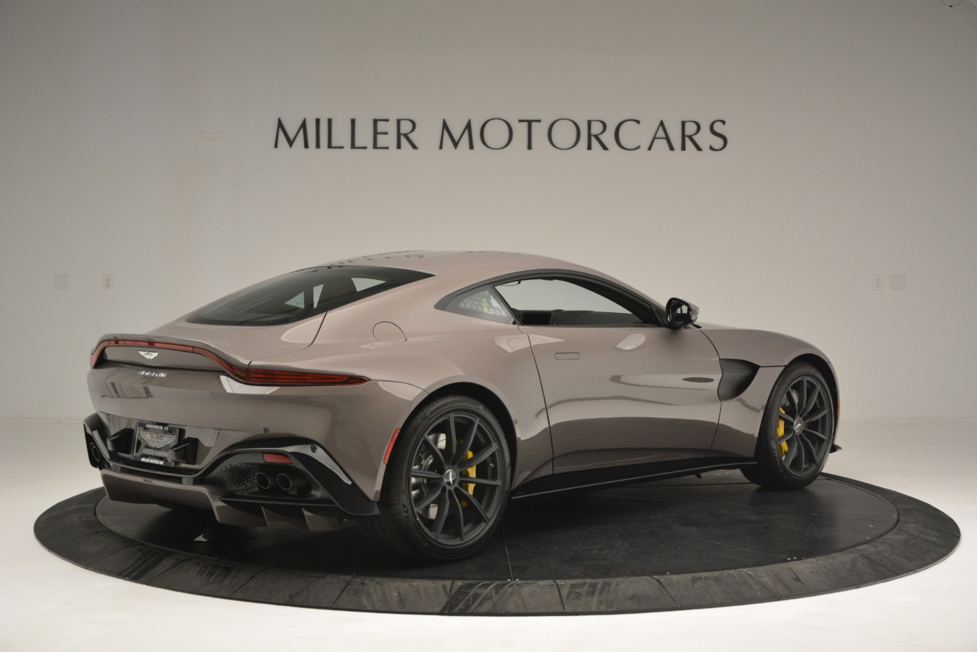 New 2019 Aston Martin Vantage Coupe For Sale $198696 In Greenwich, CT 2901_p4