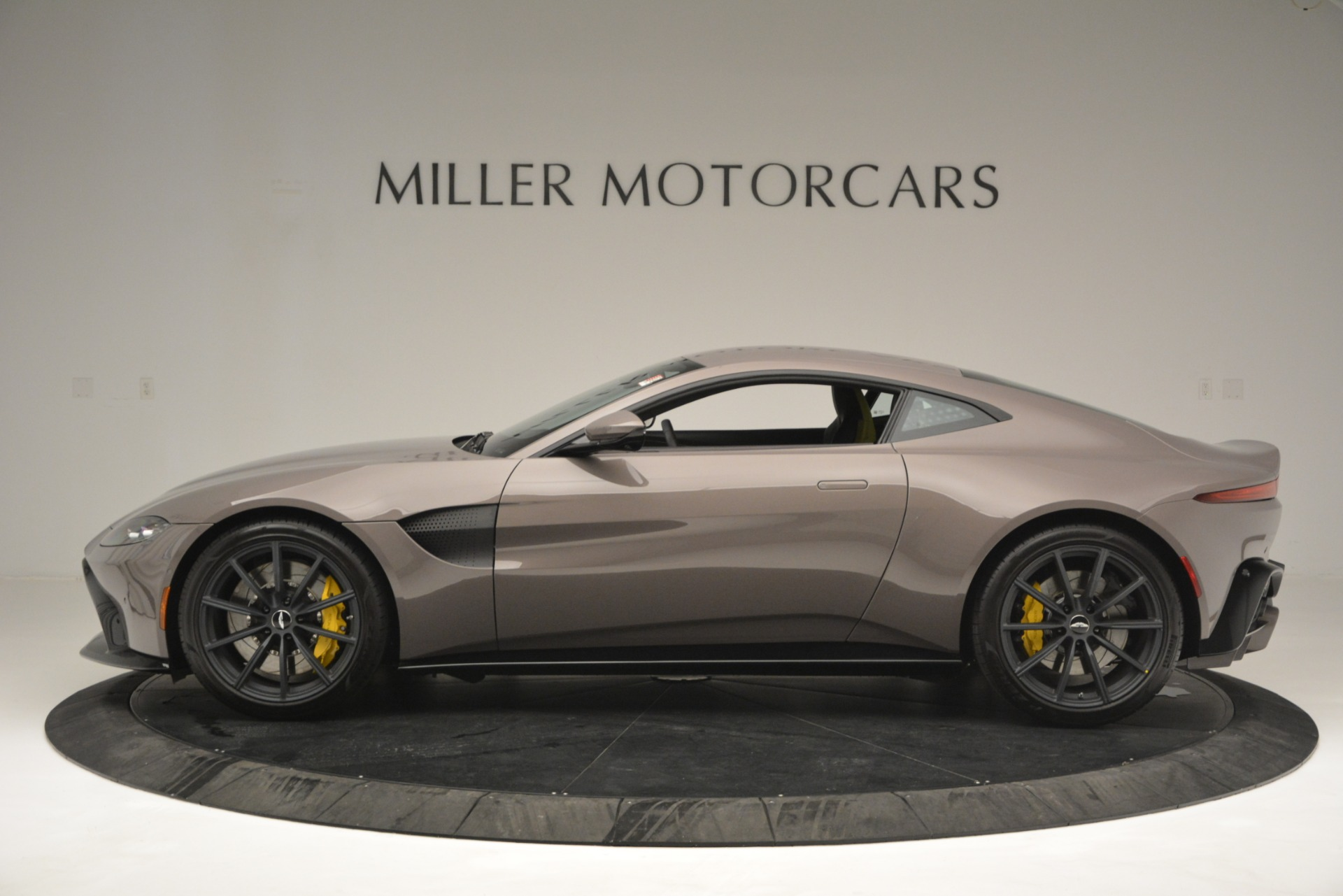 New 2019 Aston Martin Vantage Coupe For Sale $198696 In Greenwich, CT 2901_p5