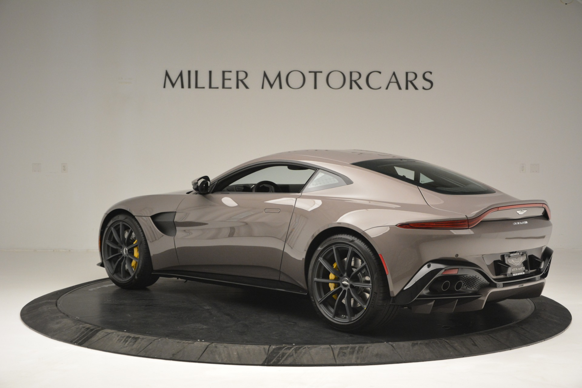 New 2019 Aston Martin Vantage Coupe For Sale $198696 In Greenwich, CT 2901_p6