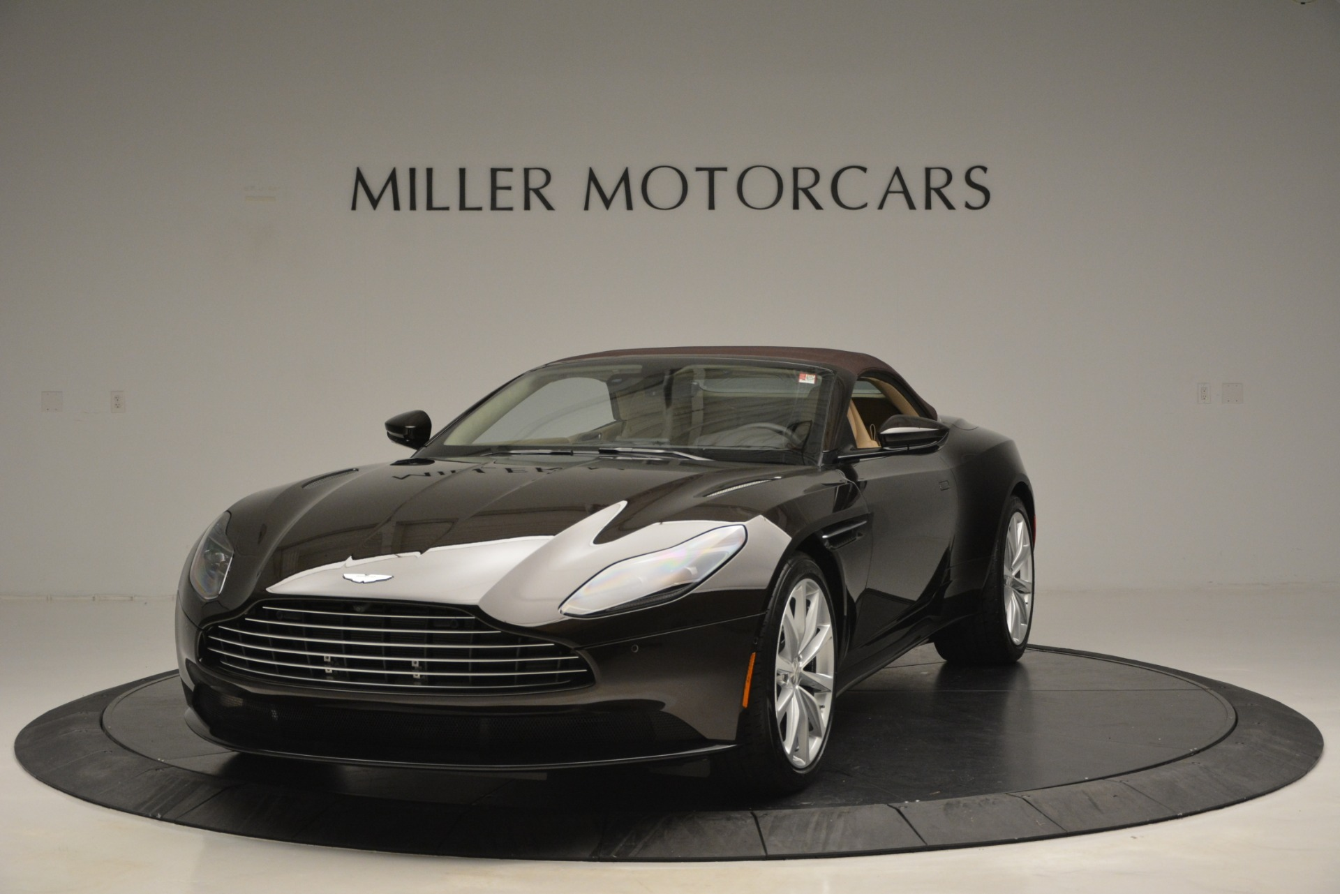 New 2019 Aston Martin DB11 V8 Convertible For Sale In Greenwich, CT. Alfa Romeo of Greenwich, A1338 2905_p13