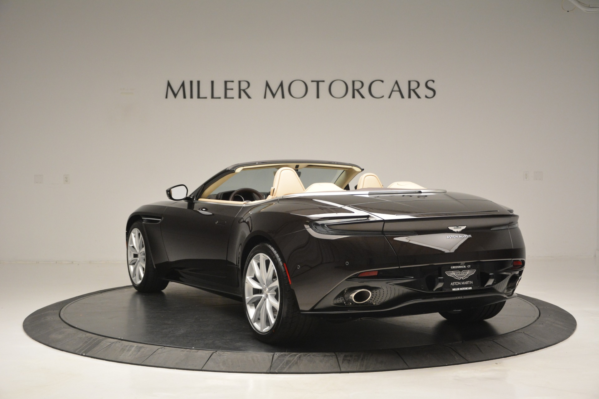 New 2019 Aston Martin DB11 V8 Convertible For Sale In Greenwich, CT. Alfa Romeo of Greenwich, A1338 2905_p5