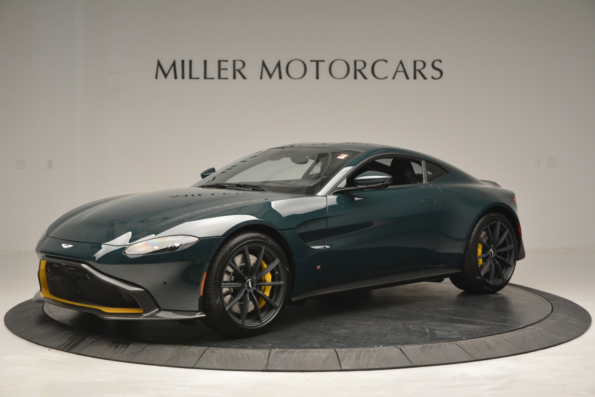 Used 2019 Aston Martin Vantage Coupe For Sale In Greenwich, CT. Alfa Romeo of Greenwich, A1347B 2929_main