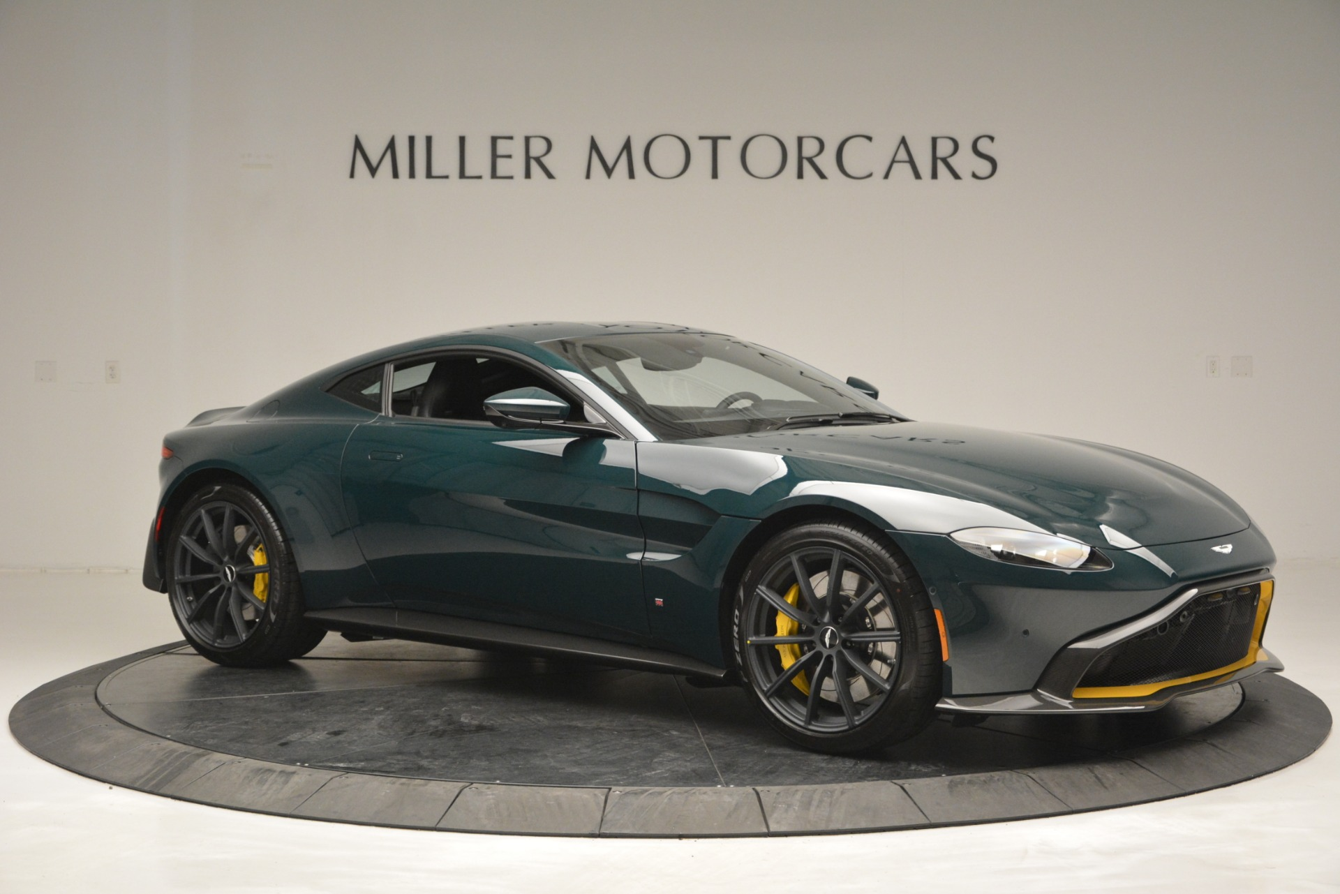 Used 2019 Aston Martin Vantage Coupe For Sale In Greenwich, CT. Alfa Romeo of Greenwich, A1347B 2929_p10