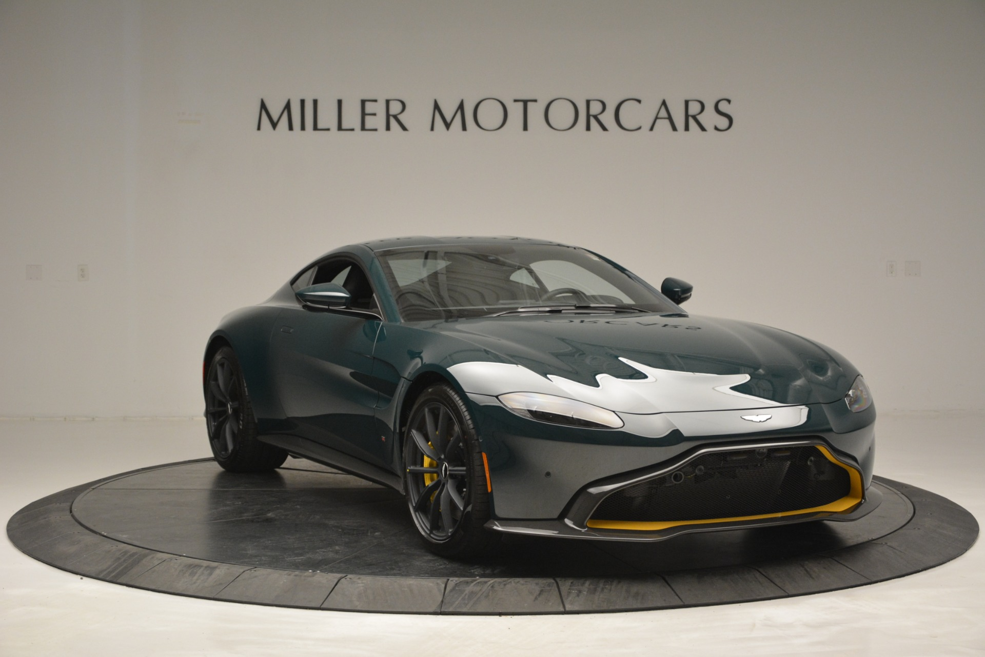 Used 2019 Aston Martin Vantage Coupe For Sale In Greenwich, CT. Alfa Romeo of Greenwich, A1347 2929_p11