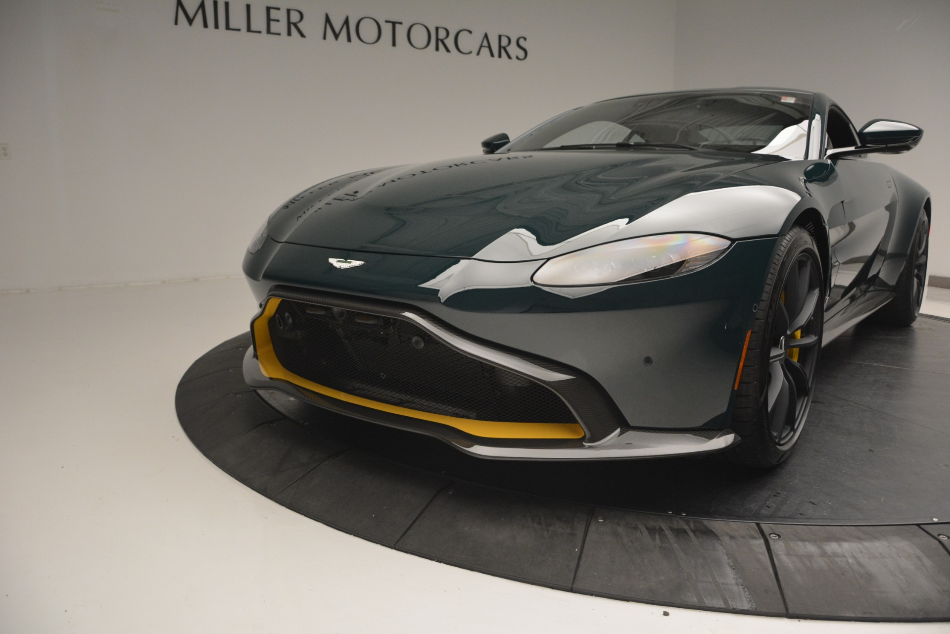 Used 2019 Aston Martin Vantage Coupe For Sale In Greenwich, CT. Alfa Romeo of Greenwich, A1347B 2929_p16