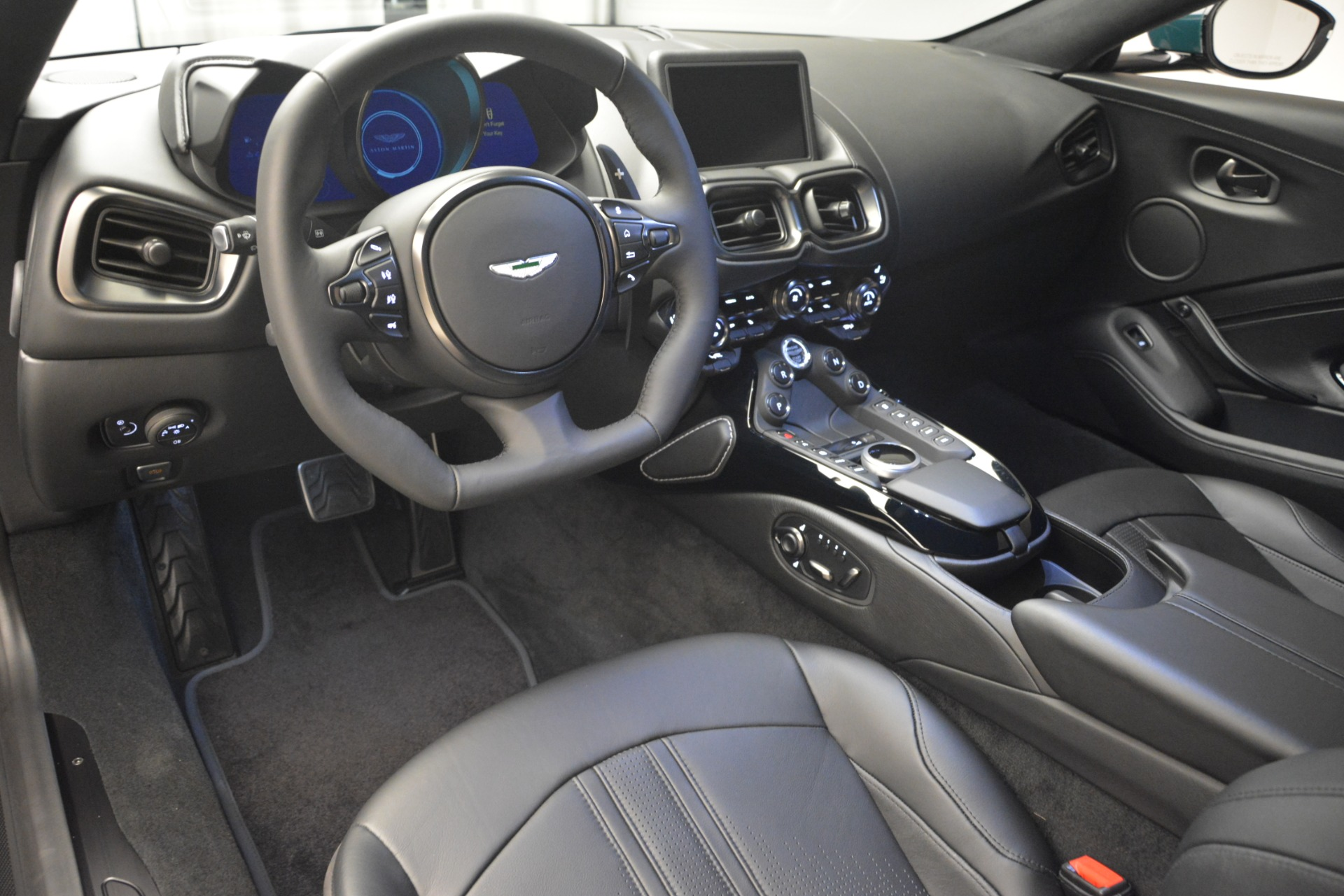Used 2019 Aston Martin Vantage Coupe For Sale In Greenwich, CT. Alfa Romeo of Greenwich, A1347B 2929_p21