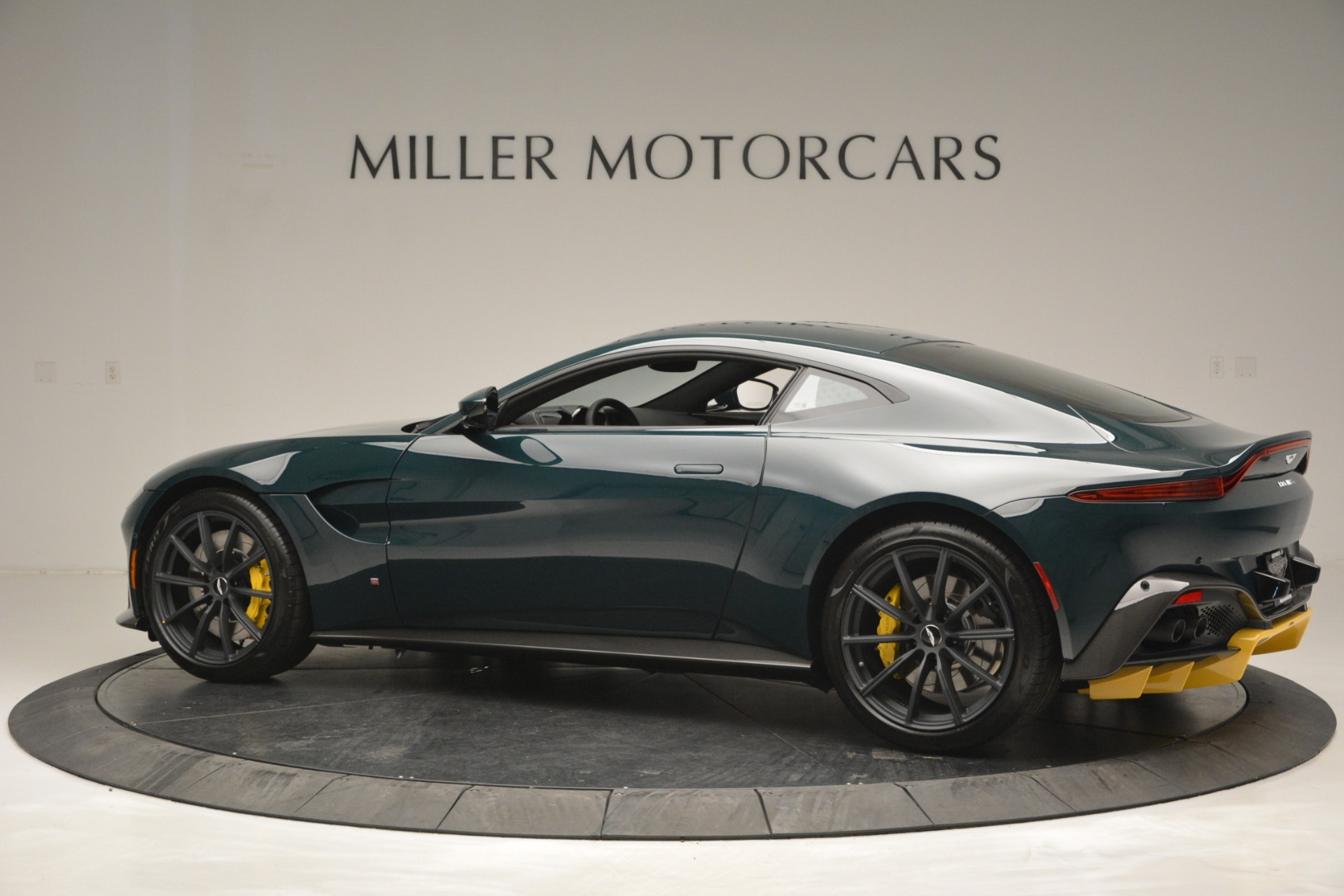 Used 2019 Aston Martin Vantage Coupe For Sale In Greenwich, CT. Alfa Romeo of Greenwich, A1347 2929_p4