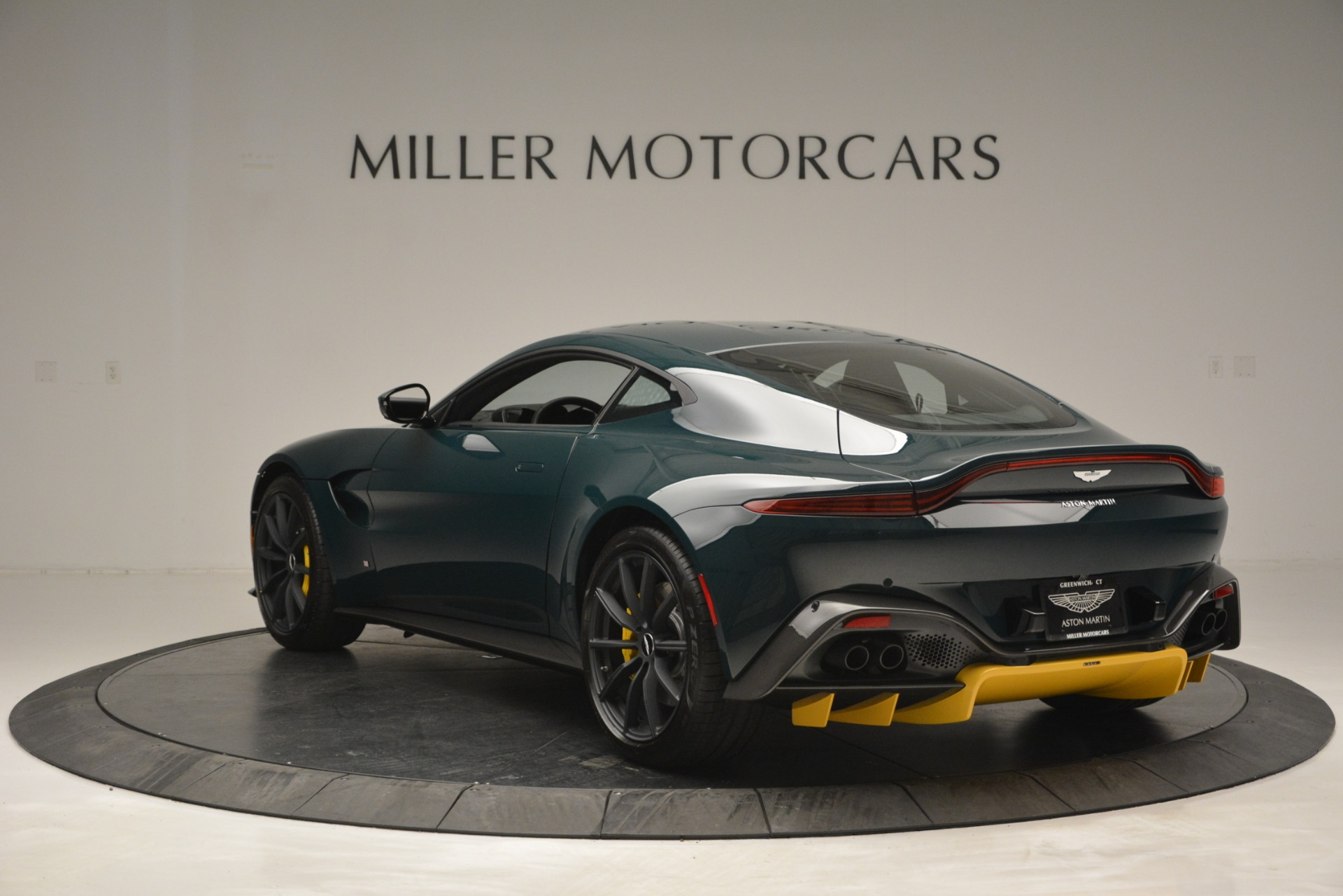 Used 2019 Aston Martin Vantage Coupe For Sale In Greenwich, CT. Alfa Romeo of Greenwich, A1347B 2929_p5