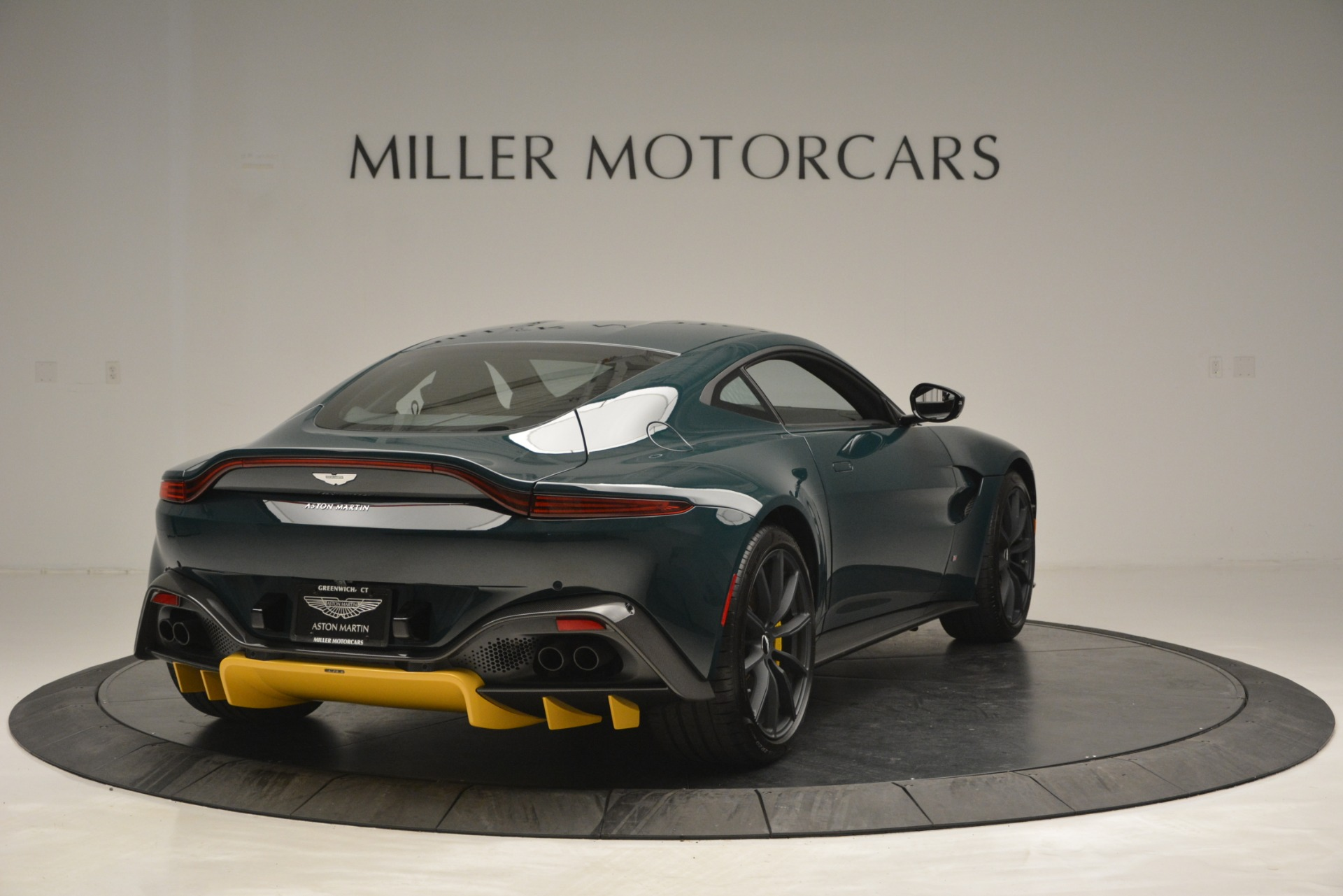 Used 2019 Aston Martin Vantage Coupe For Sale In Greenwich, CT. Alfa Romeo of Greenwich, A1347 2929_p7