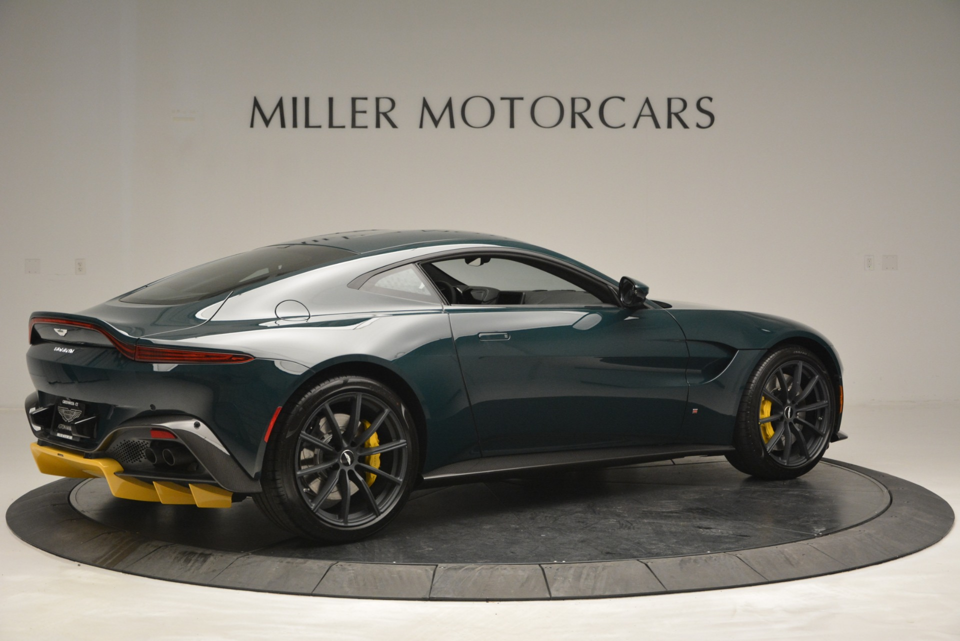 Used 2019 Aston Martin Vantage Coupe For Sale In Greenwich, CT. Alfa Romeo of Greenwich, A1347 2929_p8