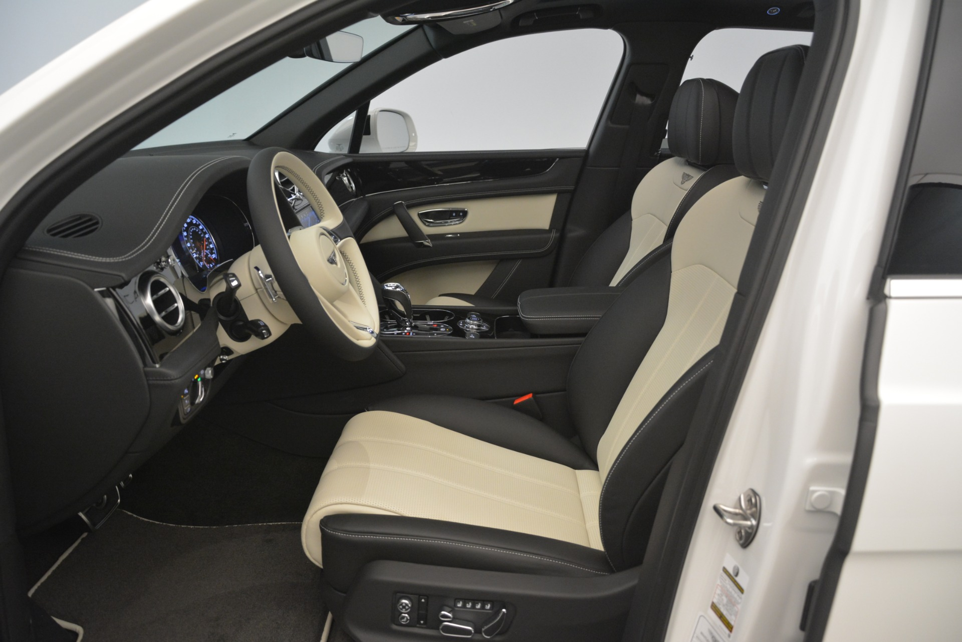 New 2019 Bentley Bentayga V8 For Sale In Greenwich, CT. Alfa Romeo of Greenwich, B1402 2937_p18