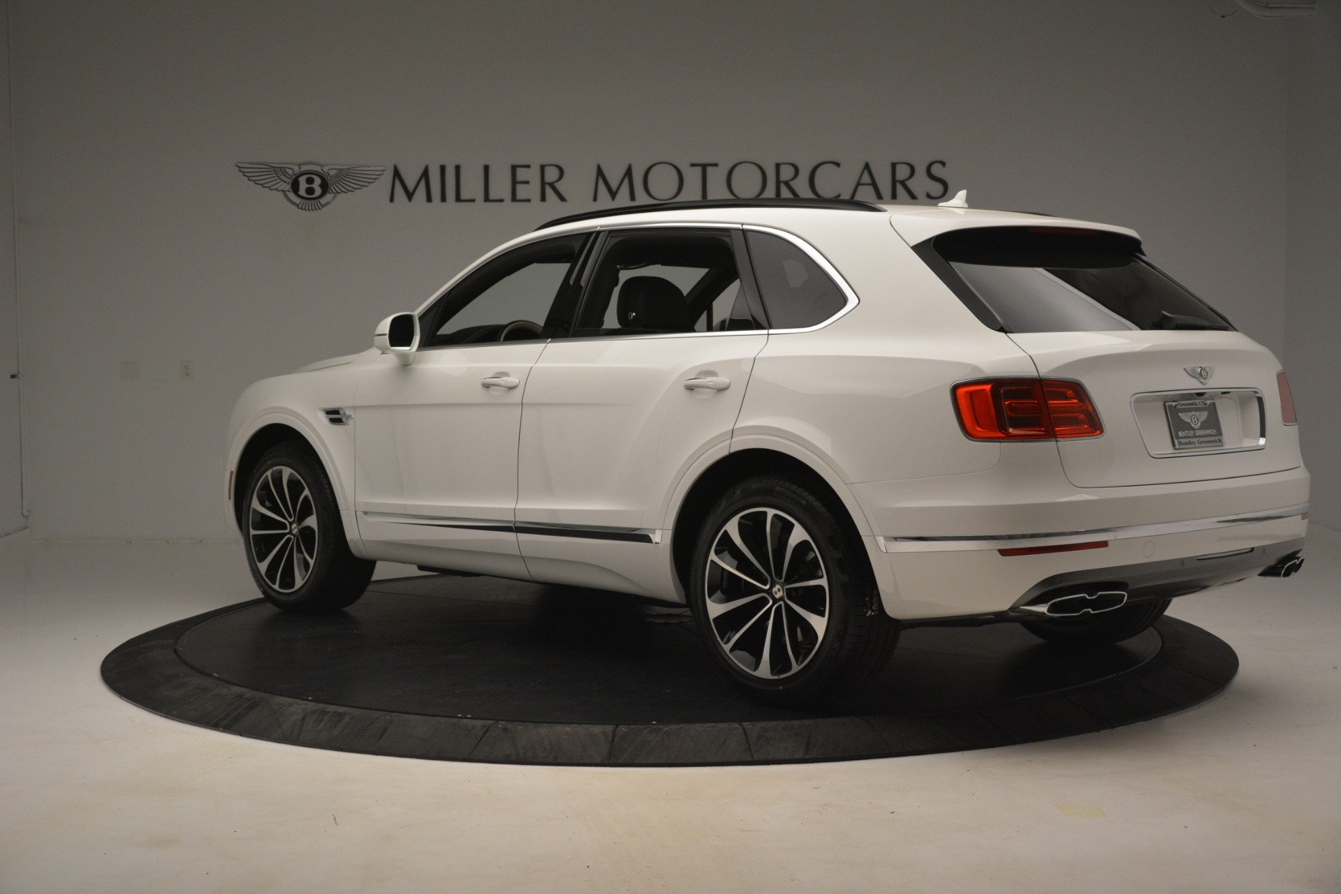 New 2019 Bentley Bentayga V8 For Sale In Greenwich, CT. Alfa Romeo of Greenwich, B1402 2937_p4