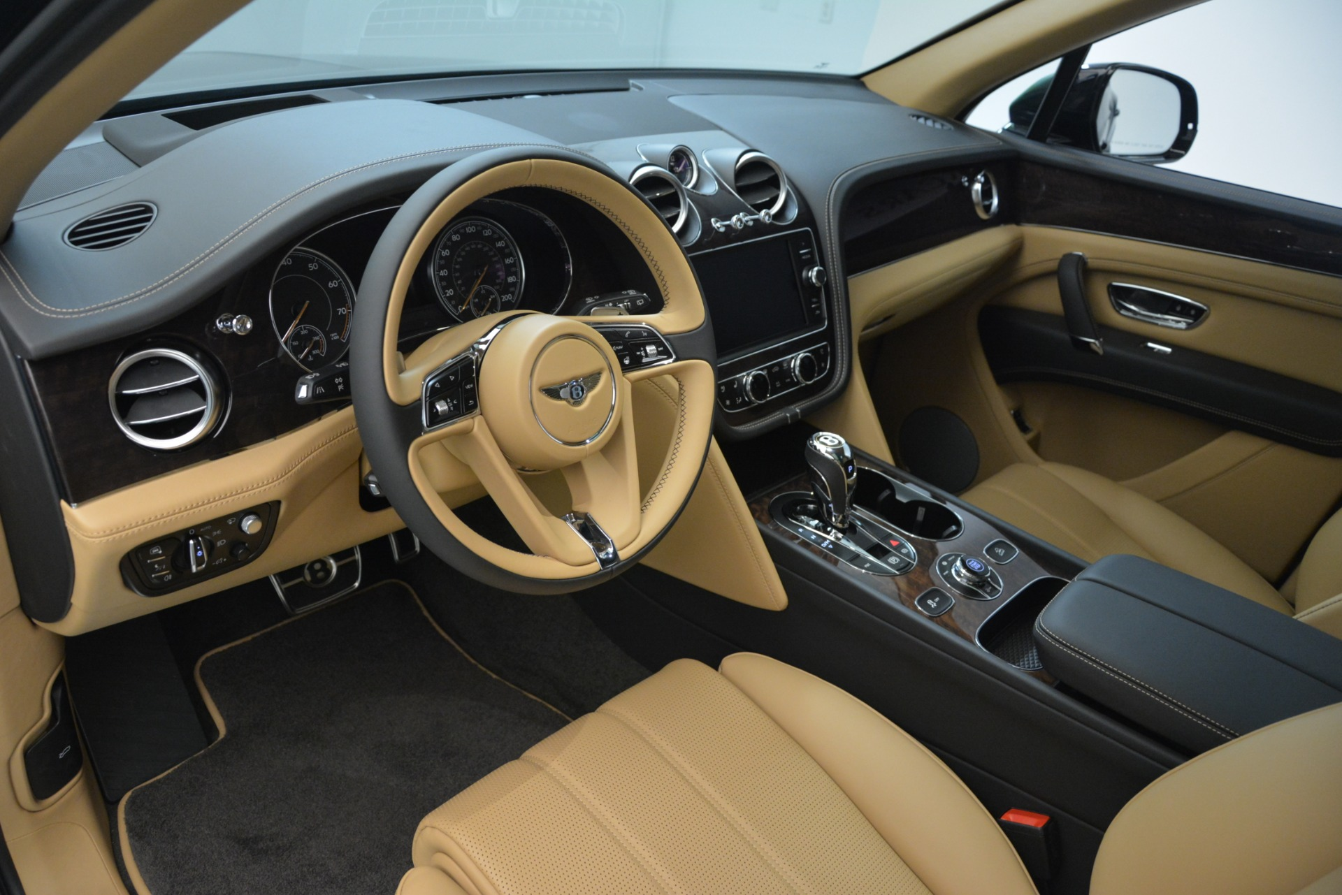 New 2019 Bentley Bentayga V8 For Sale In Greenwich, CT. Alfa Romeo of Greenwich, B1408 2939_p13