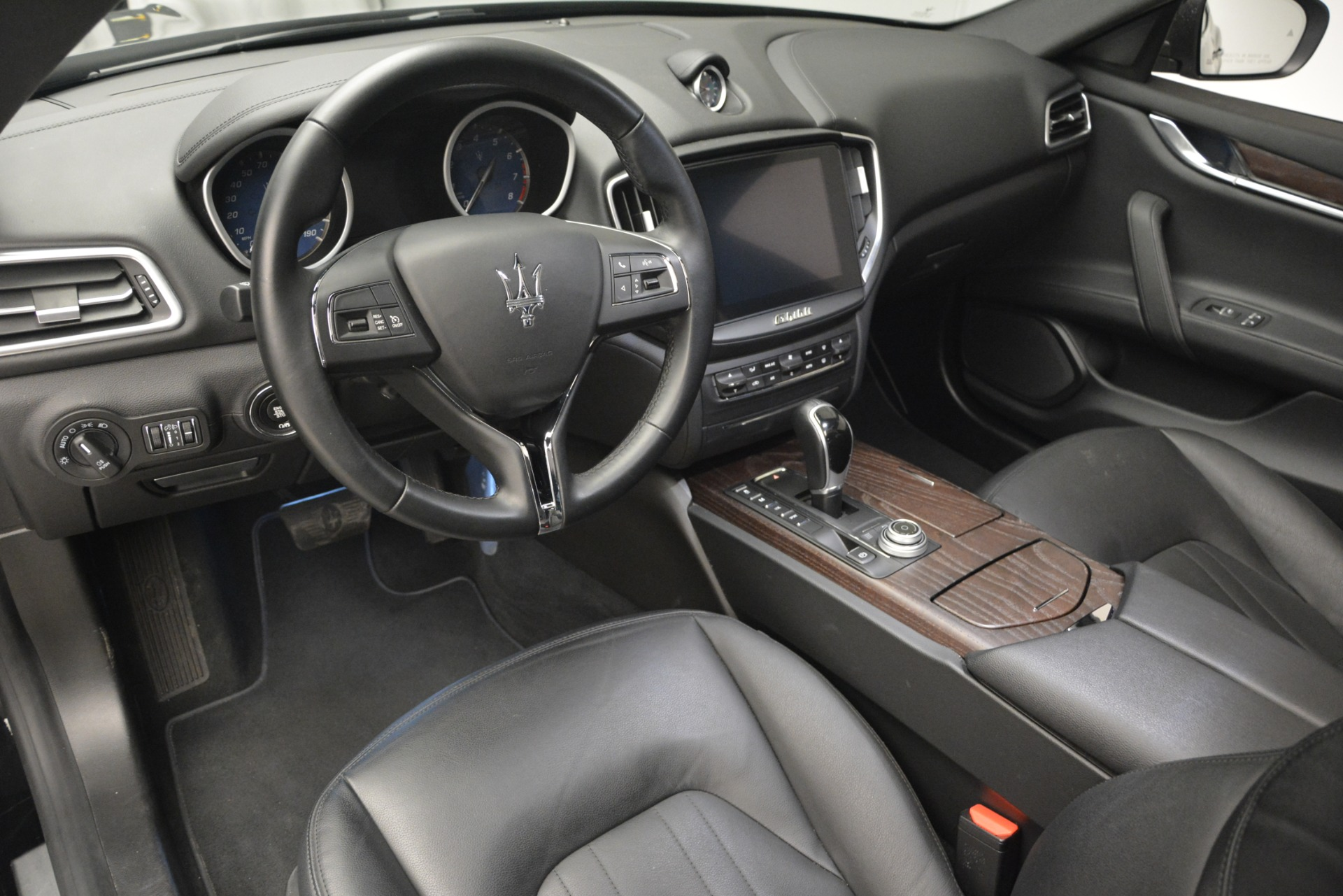 Used 2018 Maserati Ghibli S Q4 For Sale $58900 In Greenwich, CT 2944_p18