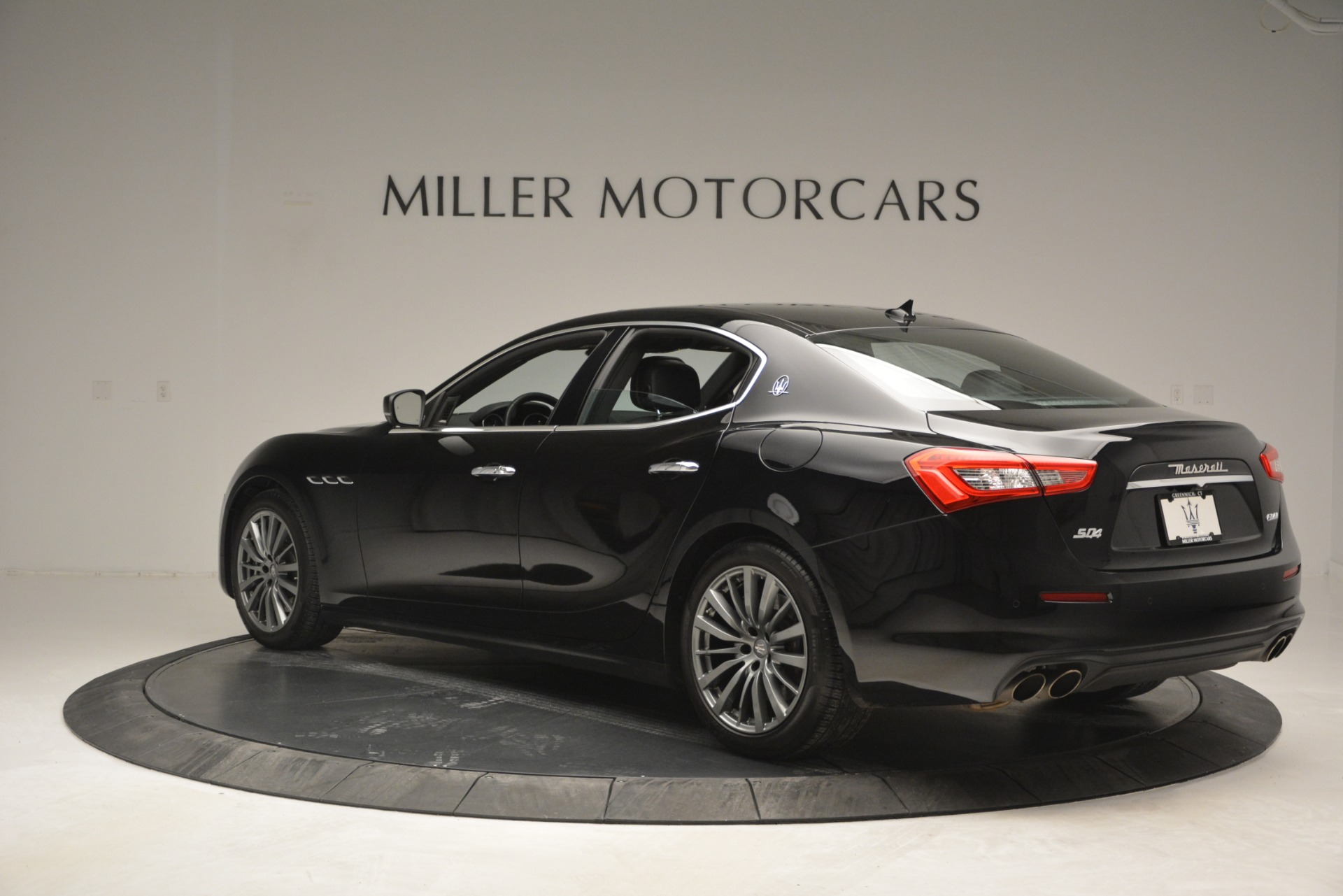 Used 2018 Maserati Ghibli S Q4 For Sale $58900 In Greenwich, CT 2944_p6