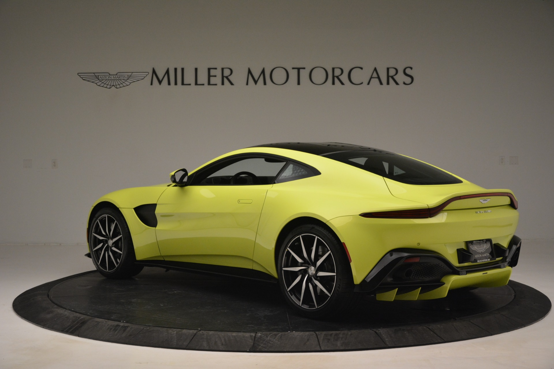 Used 2019 Aston Martin Vantage  For Sale In Greenwich, CT. Alfa Romeo of Greenwich, 7467 2958_p4