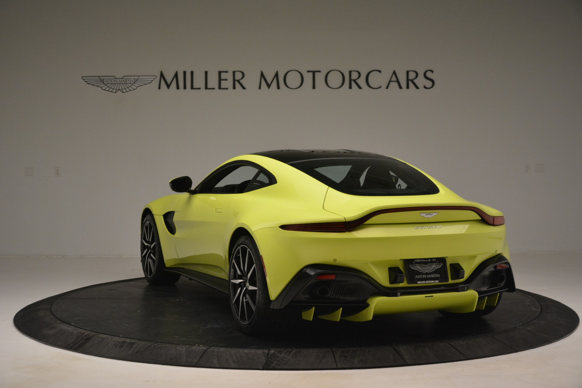 Used 2019 Aston Martin Vantage  For Sale In Greenwich, CT. Alfa Romeo of Greenwich, 7467 2958_p5