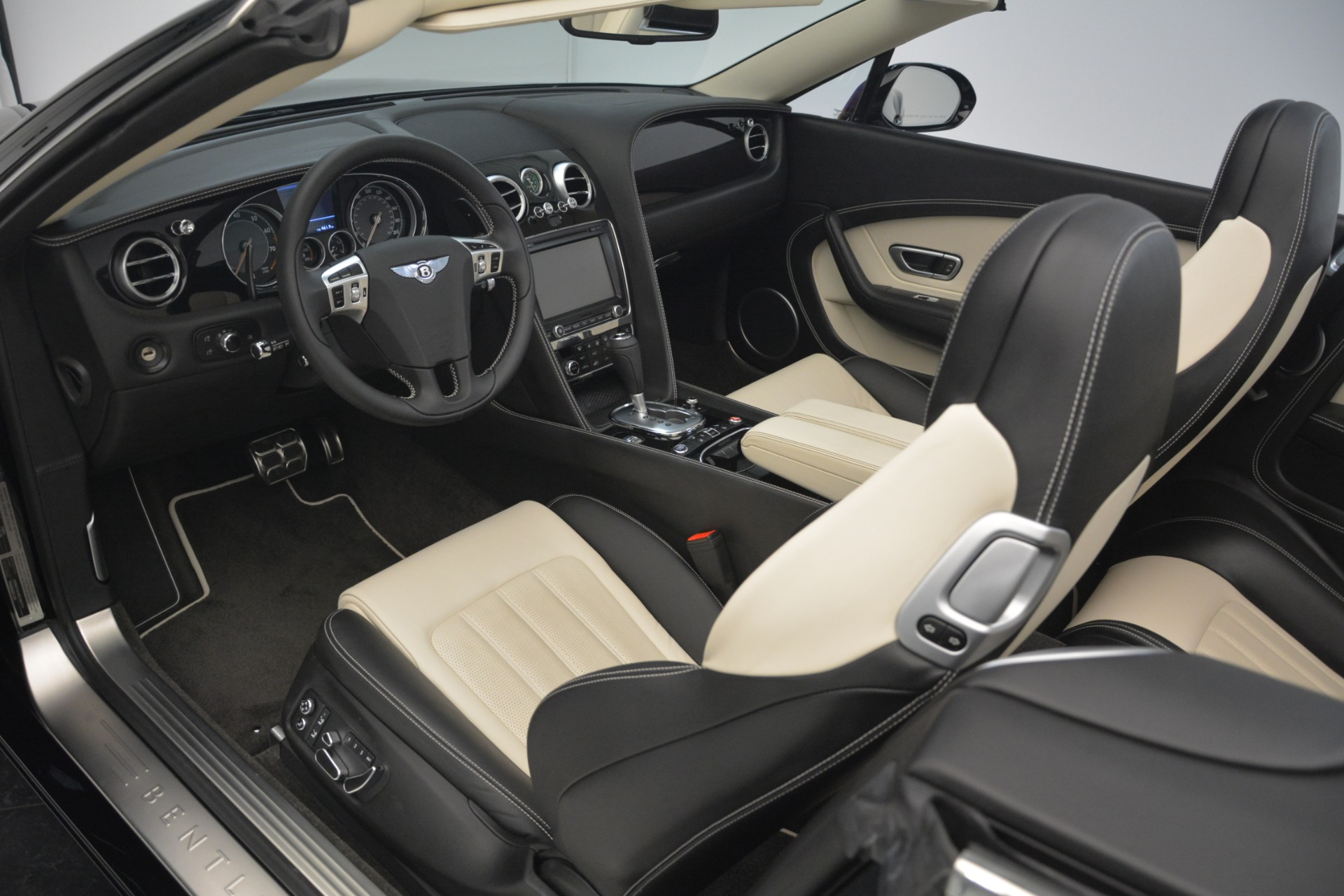 Used 2014 Bentley Continental GT V8 For Sale In Greenwich, CT. Alfa Romeo of Greenwich, B1325A 2961_p25
