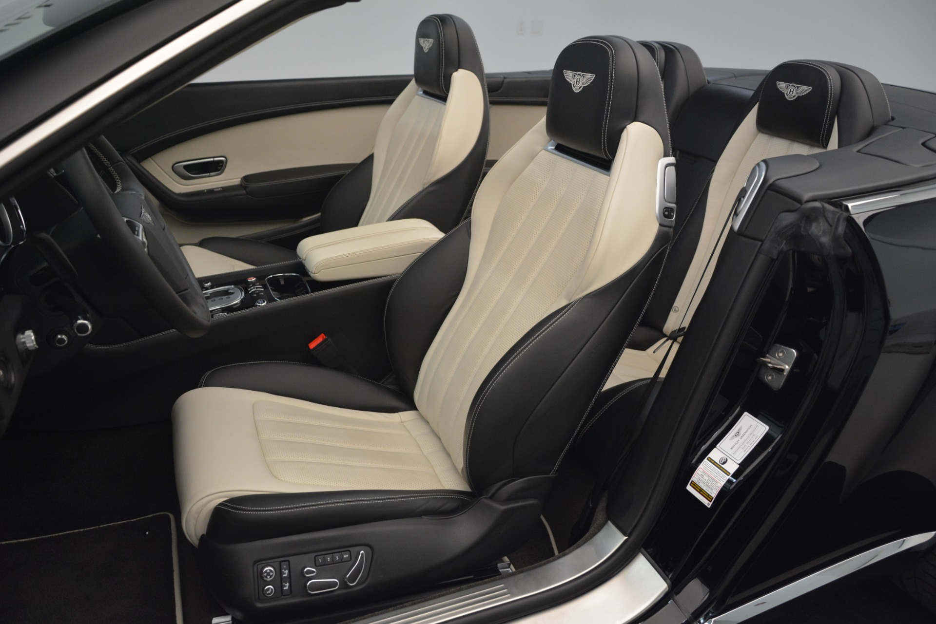 Used 2014 Bentley Continental GT V8 For Sale In Greenwich, CT. Alfa Romeo of Greenwich, B1325A 2961_p27