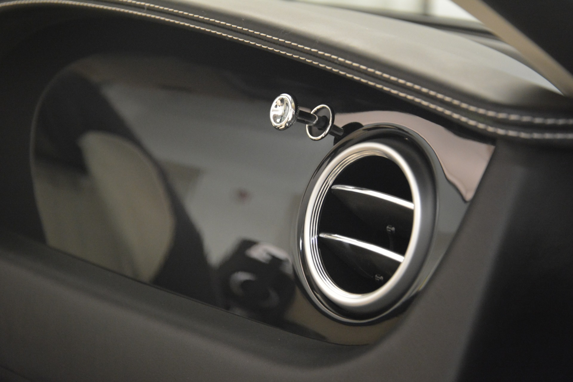 Used 2014 Bentley Continental GT V8 For Sale $135900 In Greenwich, CT 2961_p30