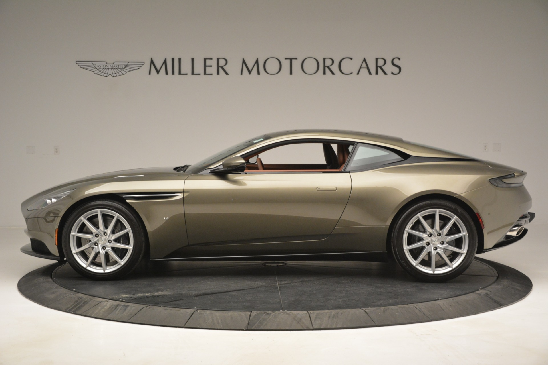 Used 2018 Aston Martin DB11 V12 Coupe For Sale In Greenwich, CT. Alfa Romeo of Greenwich, 7497 2970_p3