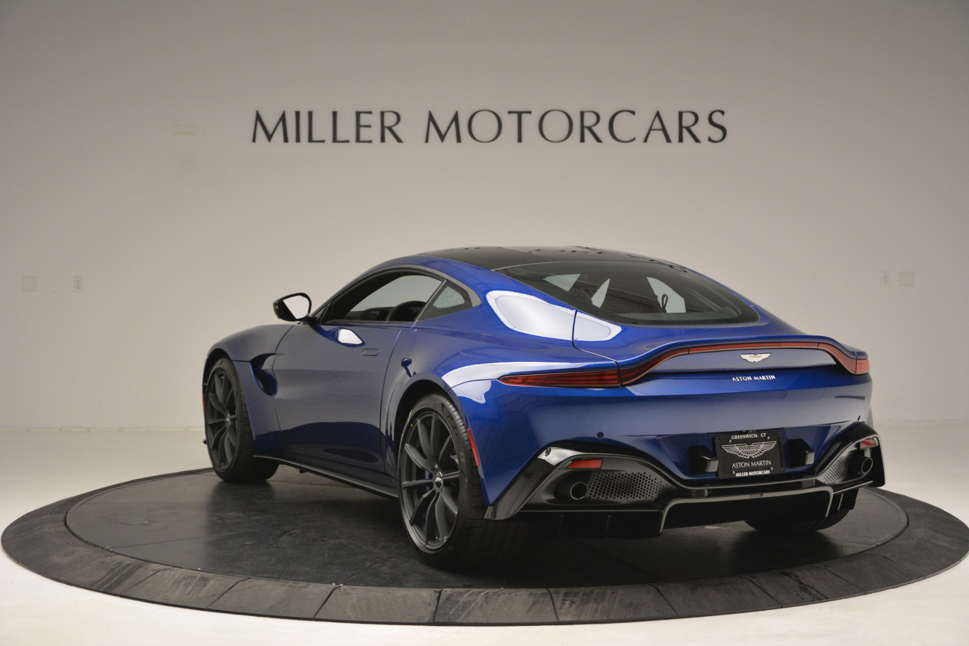 Used 2019 Aston Martin Vantage Coupe For Sale In Greenwich, CT. Alfa Romeo of Greenwich, A1353B 2981_p5