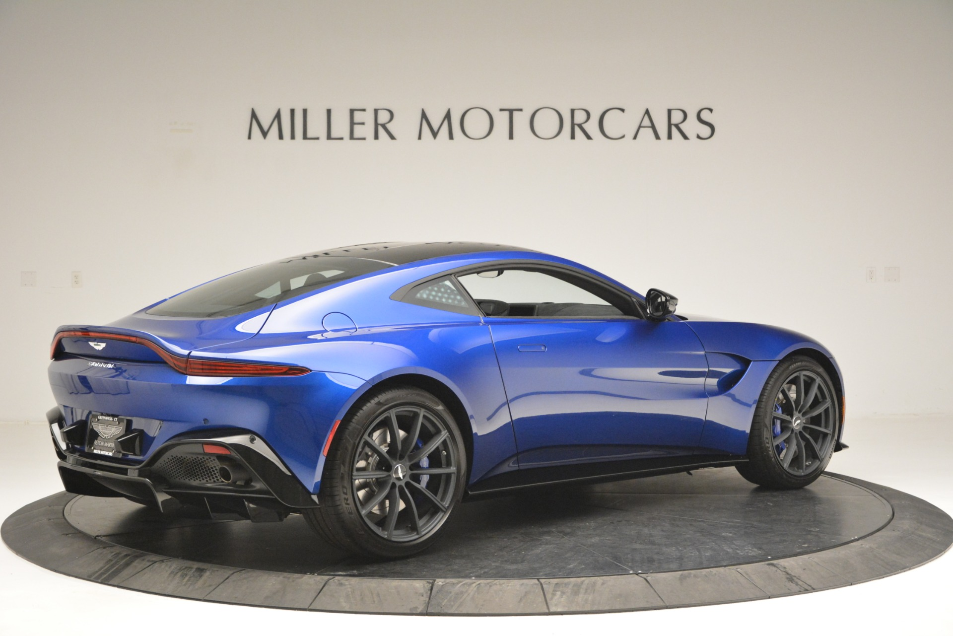 Used 2019 Aston Martin Vantage Coupe For Sale In Greenwich, CT. Alfa Romeo of Greenwich, A1353B 2981_p8