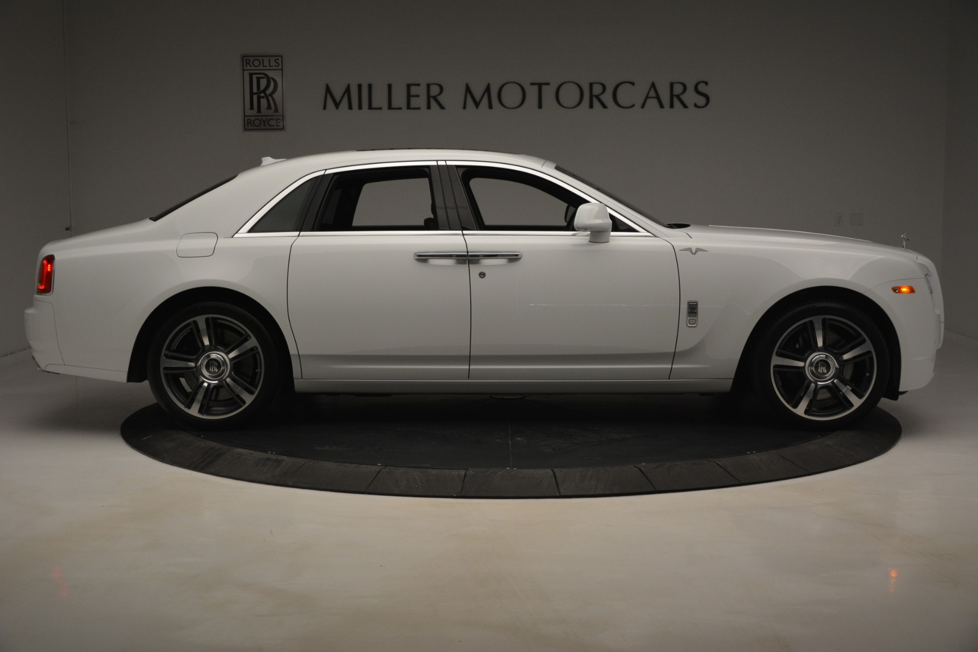 Used 2014 Rolls-Royce Ghost V-Spec For Sale In Greenwich, CT. Alfa Romeo of Greenwich, 7509 2989_p11