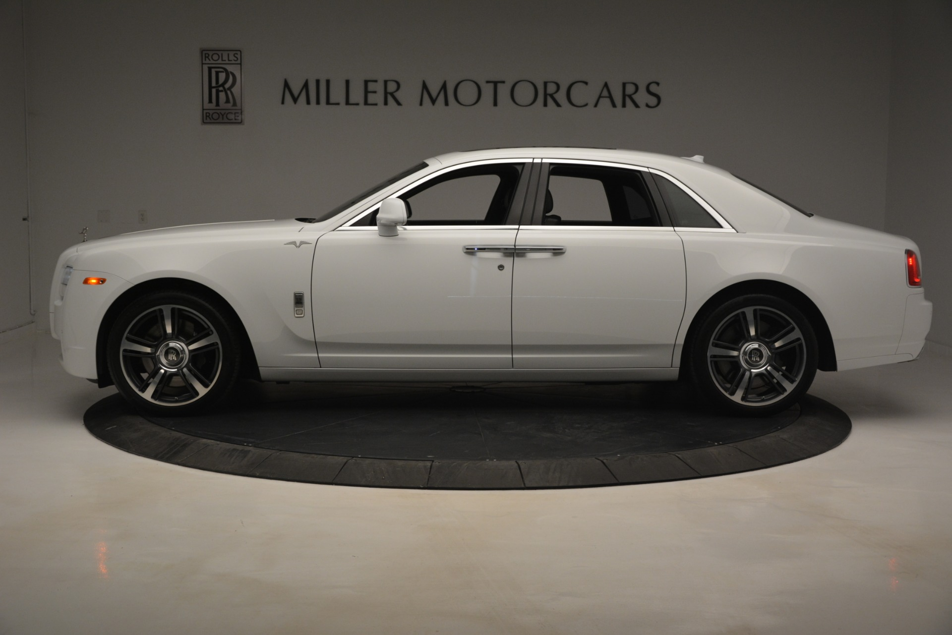 Used 2014 Rolls-Royce Ghost V-Spec For Sale In Greenwich, CT. Alfa Romeo of Greenwich, 7509 2989_p4