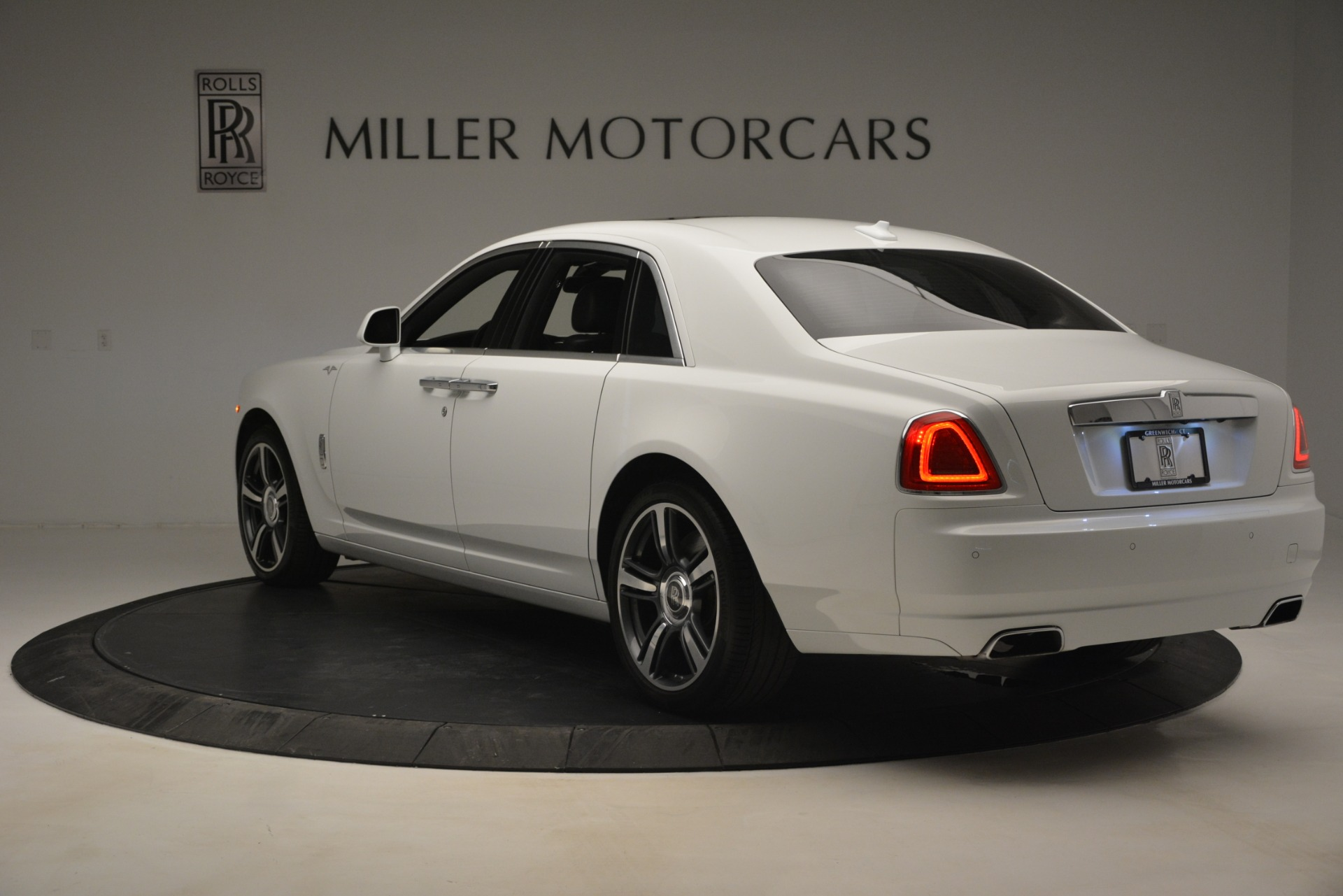 Used 2014 Rolls-Royce Ghost V-Spec For Sale In Greenwich, CT. Alfa Romeo of Greenwich, 7509 2989_p6