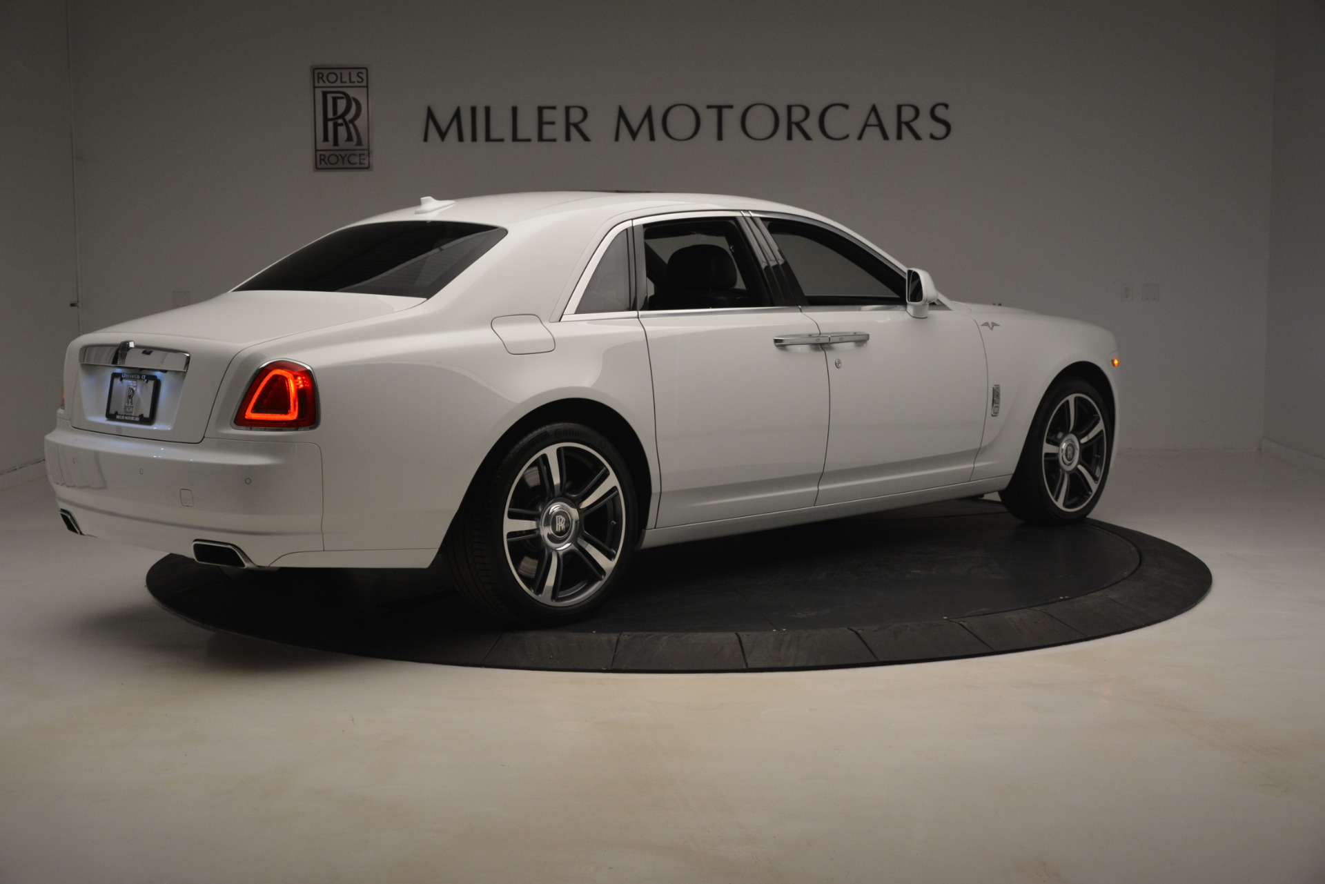 Used 2014 Rolls-Royce Ghost V-Spec For Sale In Greenwich, CT. Alfa Romeo of Greenwich, 7509 2989_p9