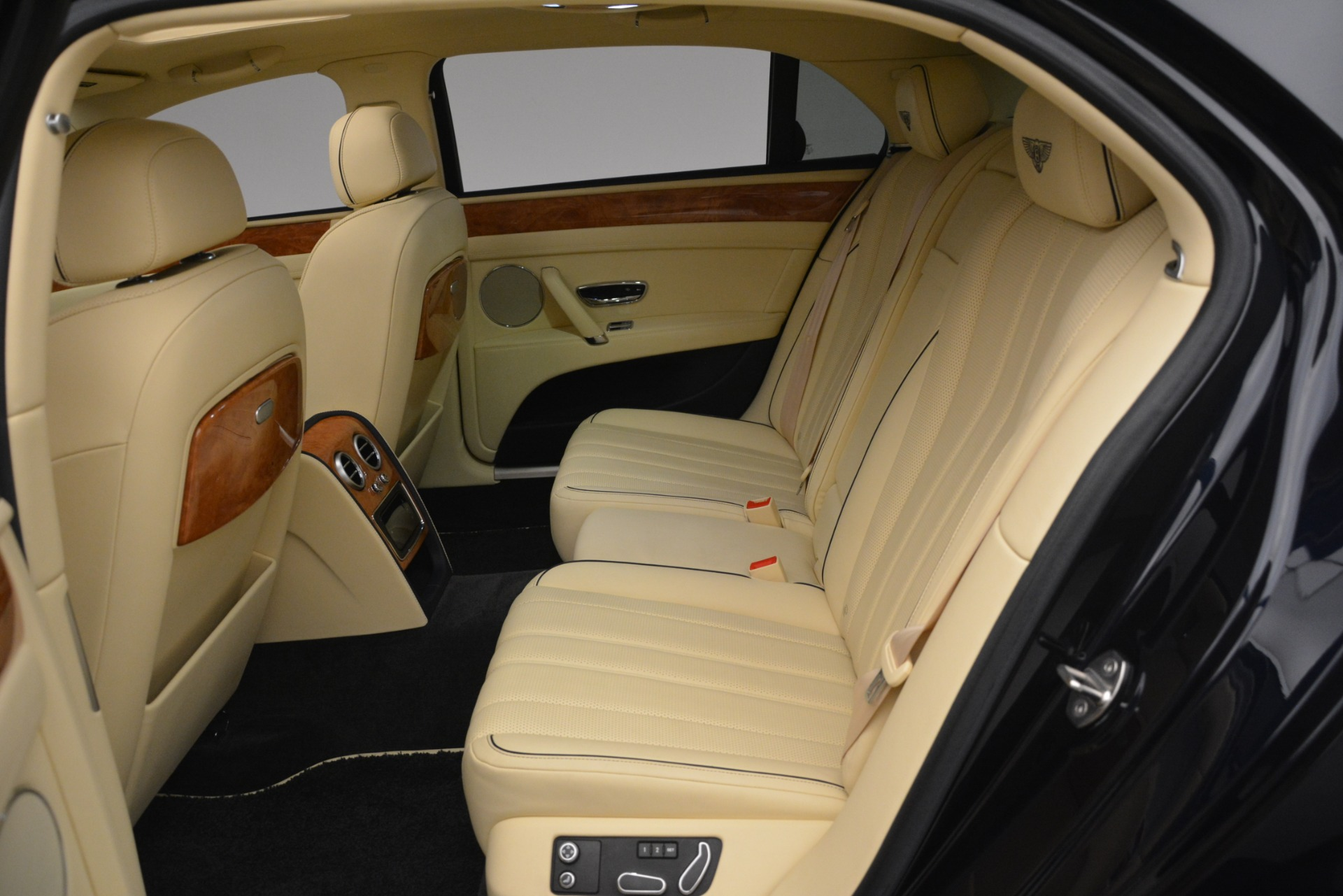 Used 2015 Bentley Flying Spur V8 For Sale In Greenwich, CT. Alfa Romeo of Greenwich, 7499 2997_p24
