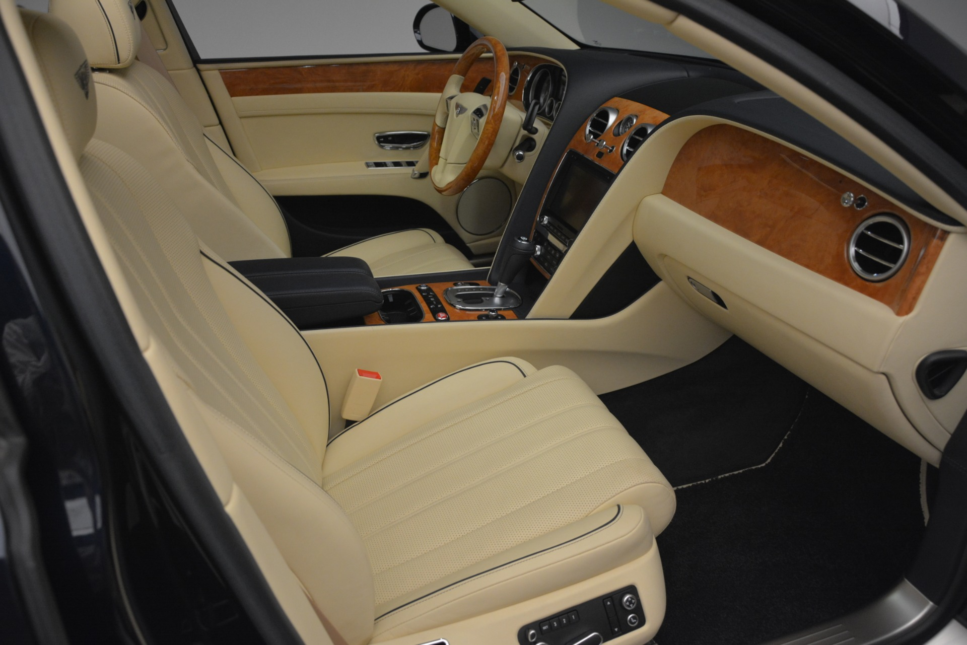 Used 2015 Bentley Flying Spur V8 For Sale In Greenwich, CT. Alfa Romeo of Greenwich, 7499 2997_p29