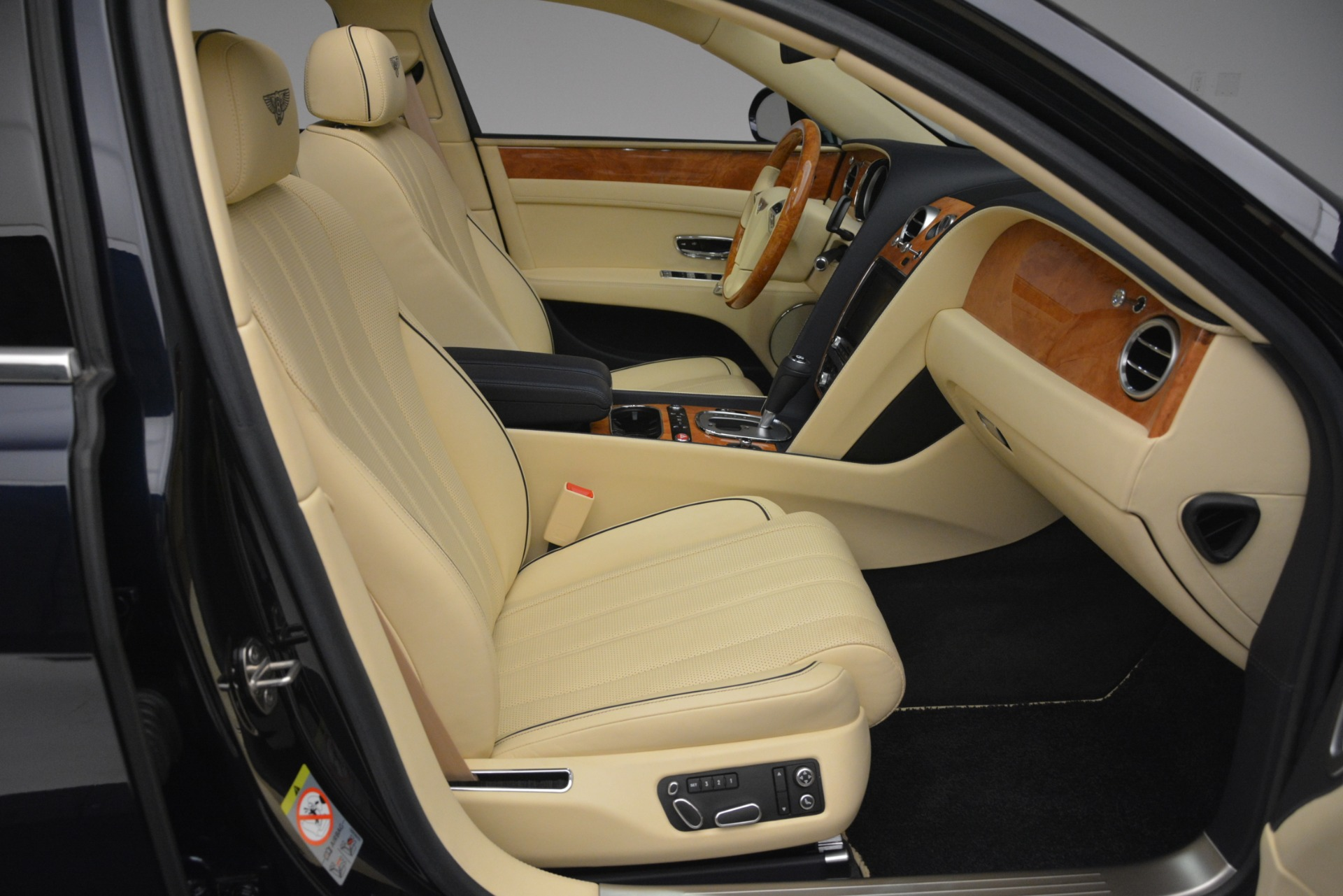 Used 2015 Bentley Flying Spur V8 For Sale In Greenwich, CT. Alfa Romeo of Greenwich, 7499 2997_p30