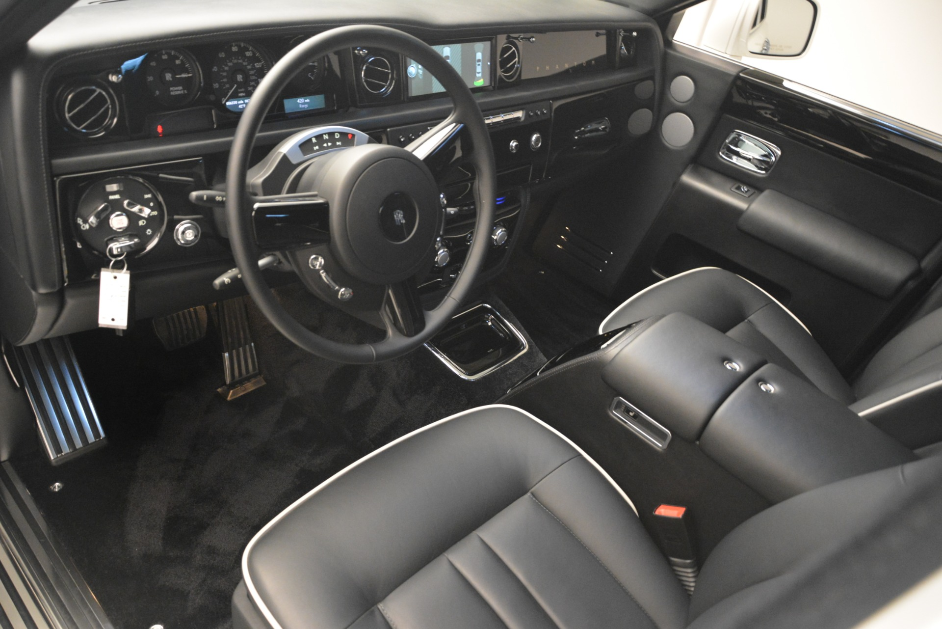 Used 2014 Rolls-Royce Phantom  For Sale In Greenwich, CT. Alfa Romeo of Greenwich, 7503 2998_p15