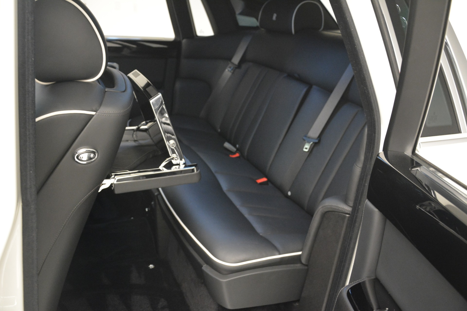 Used 2014 Rolls-Royce Phantom  For Sale In Greenwich, CT. Alfa Romeo of Greenwich, 7503 2998_p21