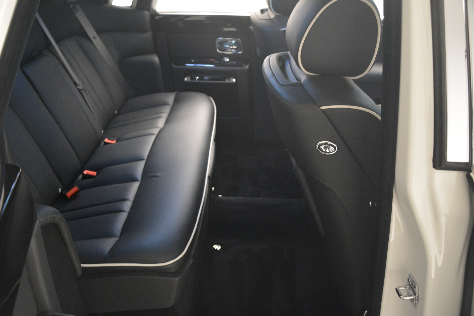 Used 2014 Rolls-Royce Phantom  For Sale In Greenwich, CT. Alfa Romeo of Greenwich, 7503 2998_p24